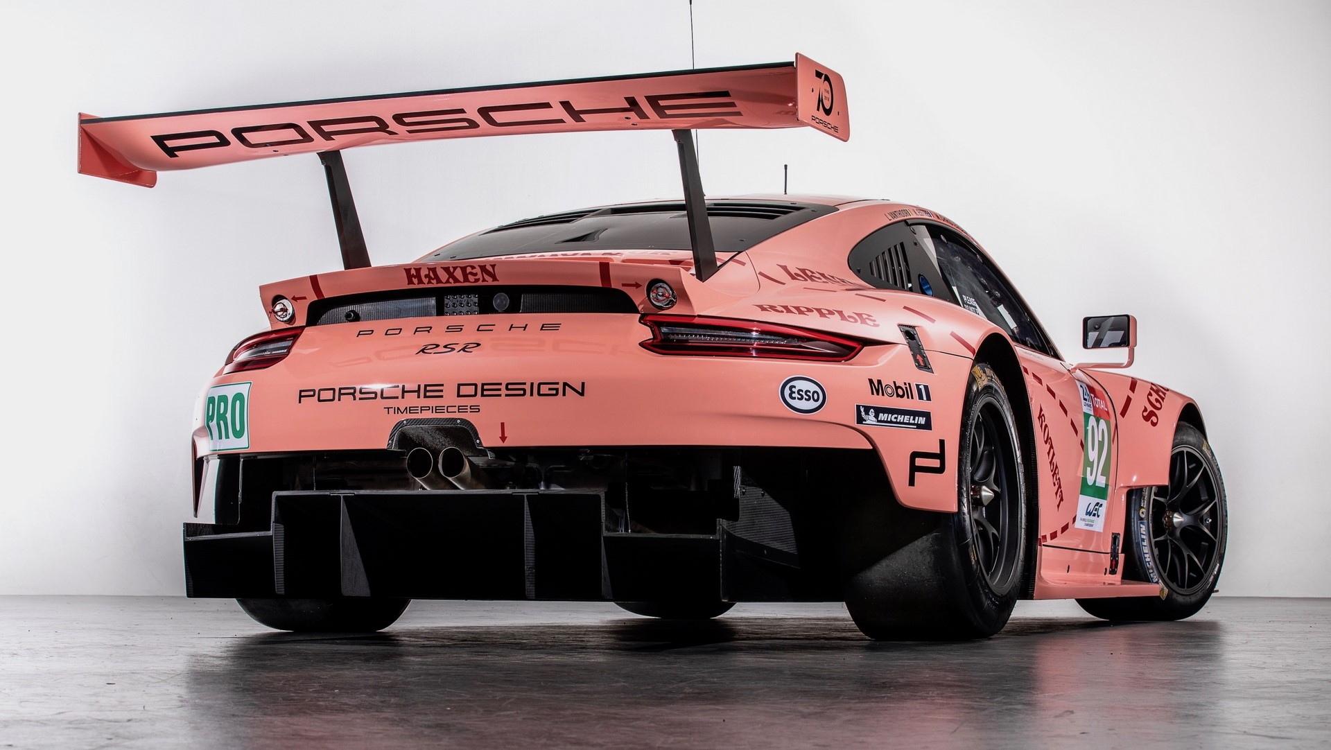 Two Porsche 911 RSR in historic livery (4)