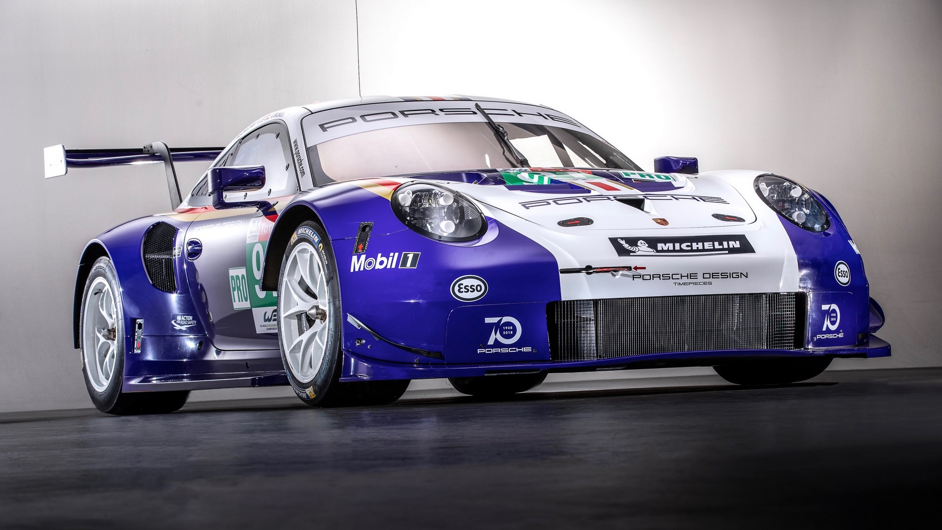 Two Porsche 911 RSR in historic livery (7)