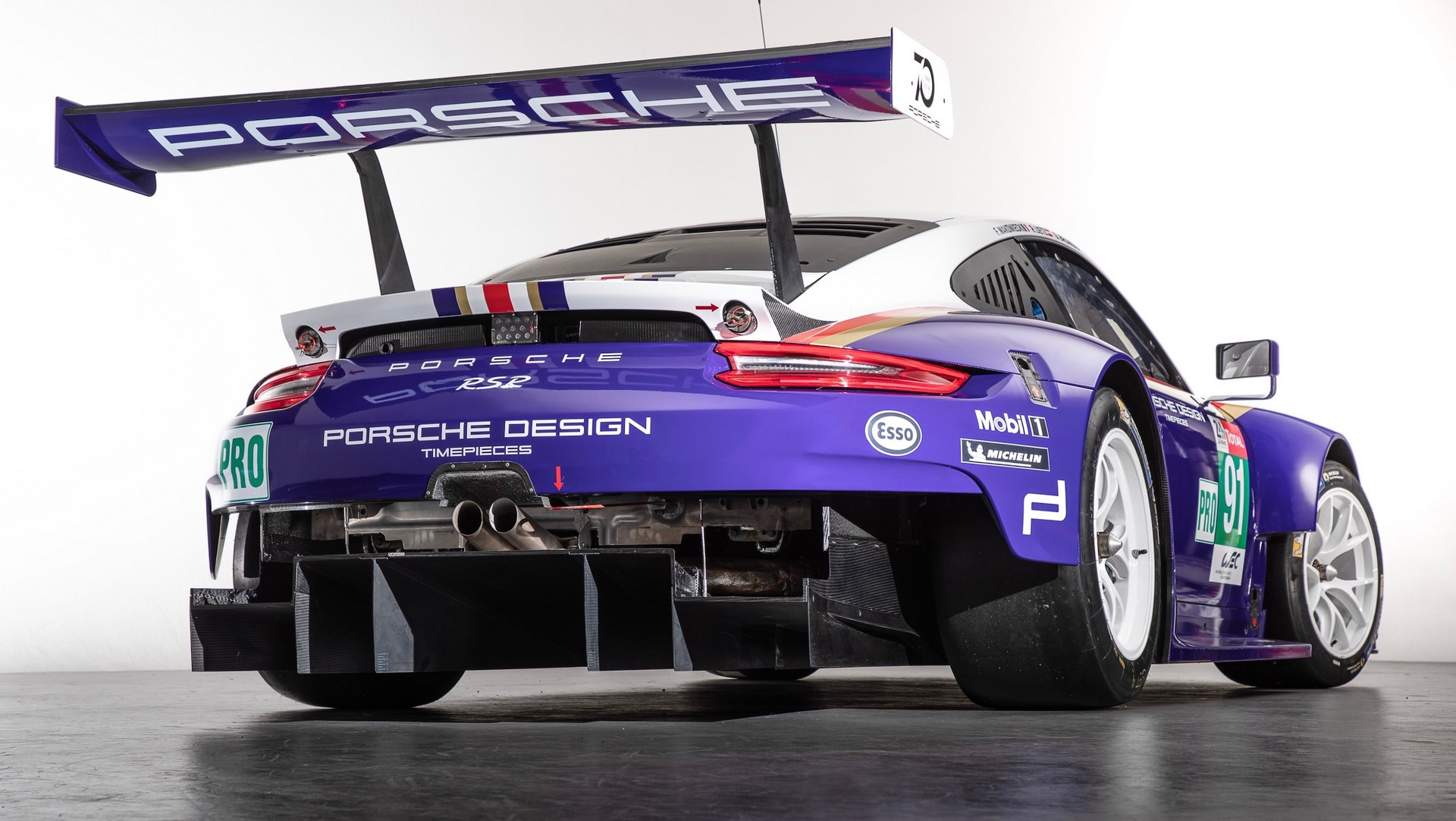 Two Porsche 911 RSR in historic livery (9)