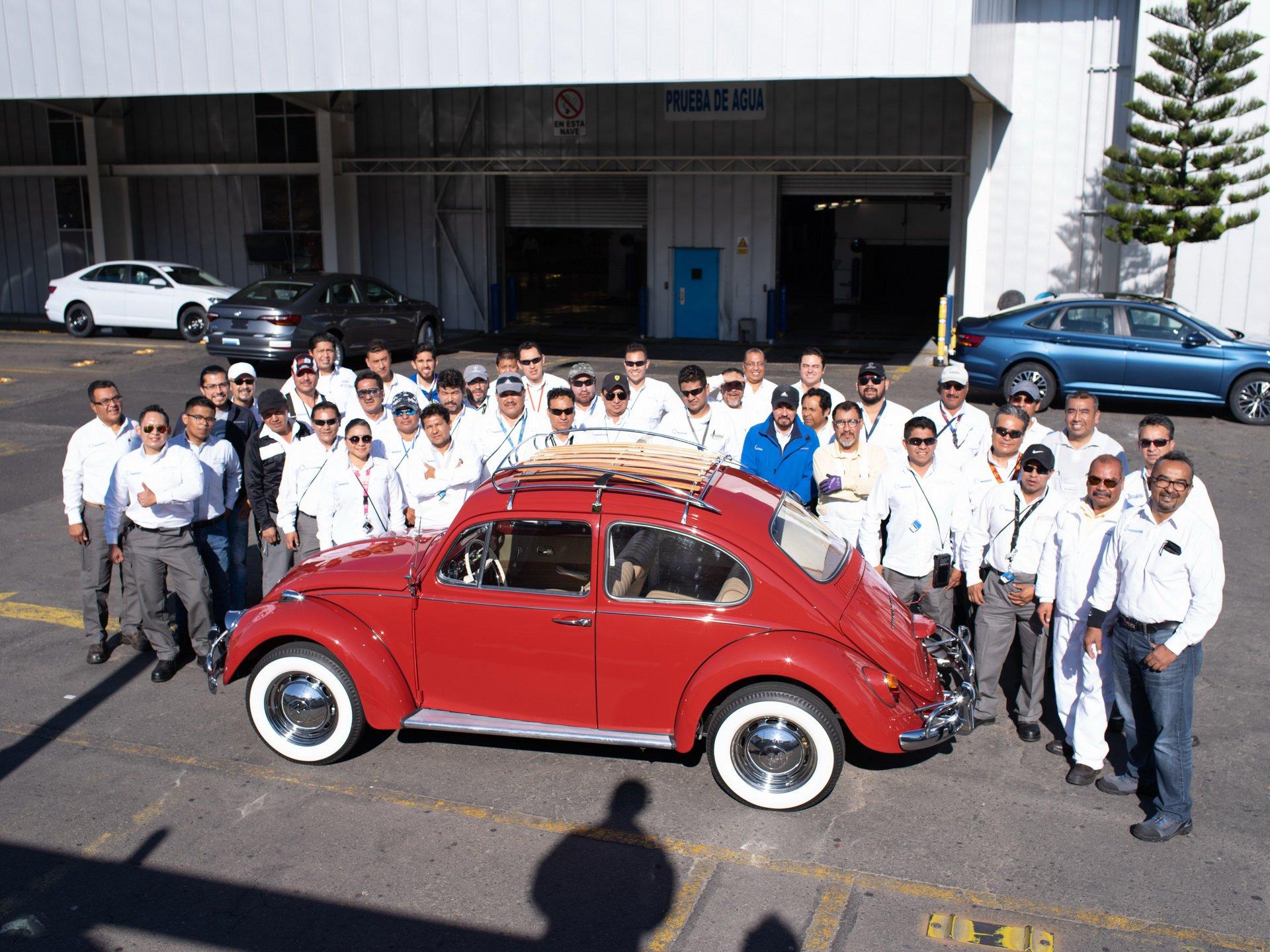 94ef6ce7-1966-vw-beetle-restoration-27