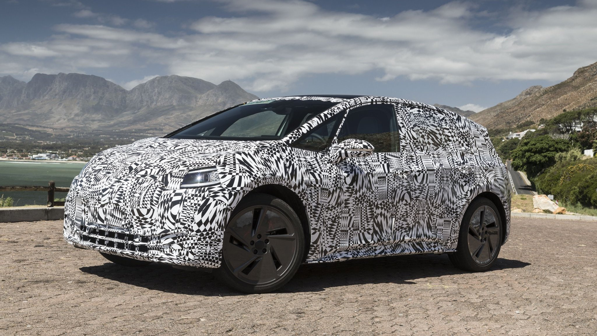 Volkswagen-ID-Hatchback-spy-photos-1 (2)
