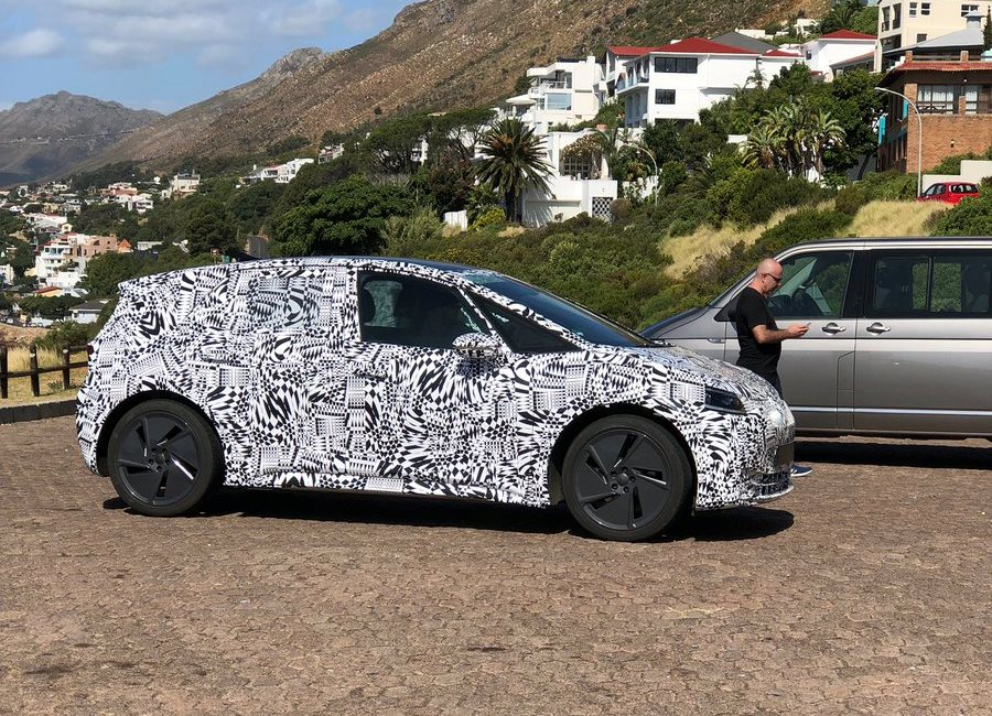 Volkswagen-ID-Hatchback-spy-photos-1 (4)
