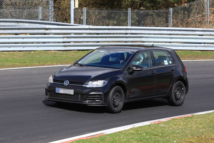 VW Golf 8 test mule (2)