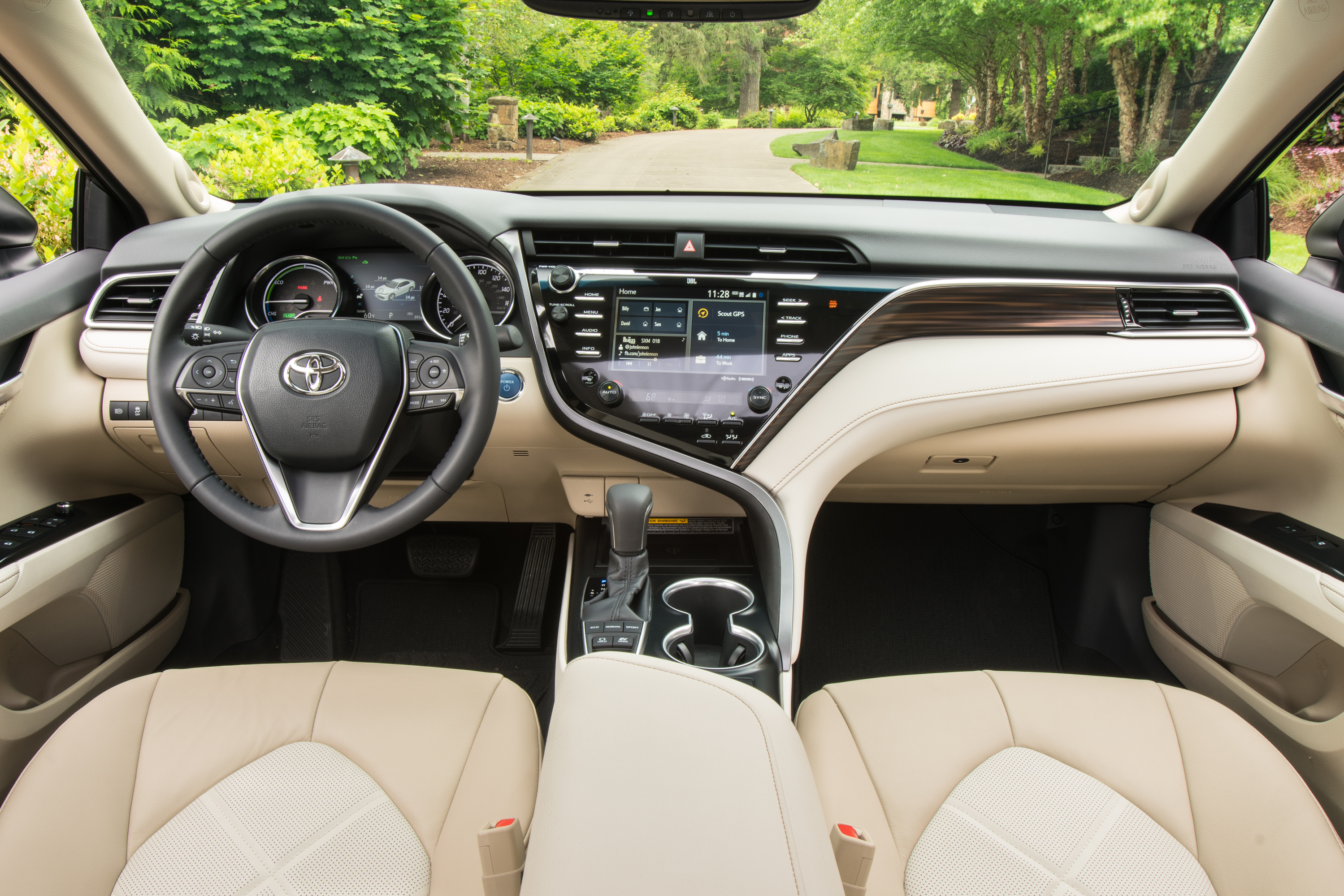 2018-Toyota-Camry-XLE-Hybrid-Front-Interior