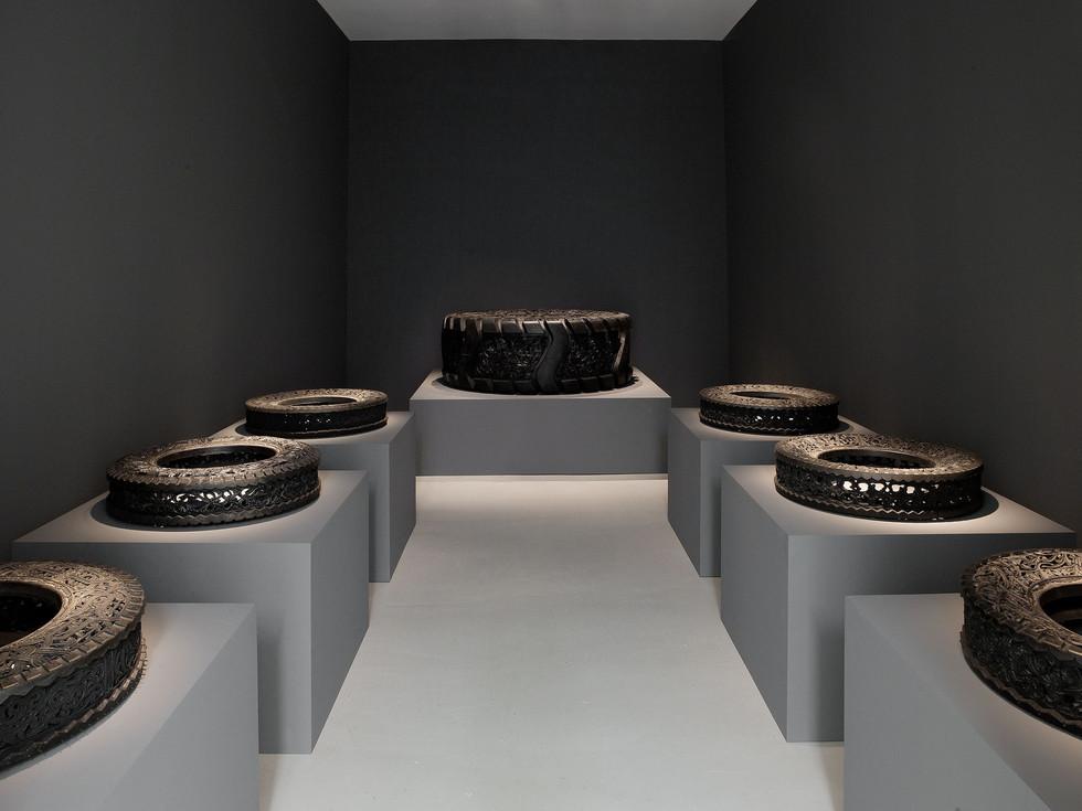 Wim Delvoye tyres (1)