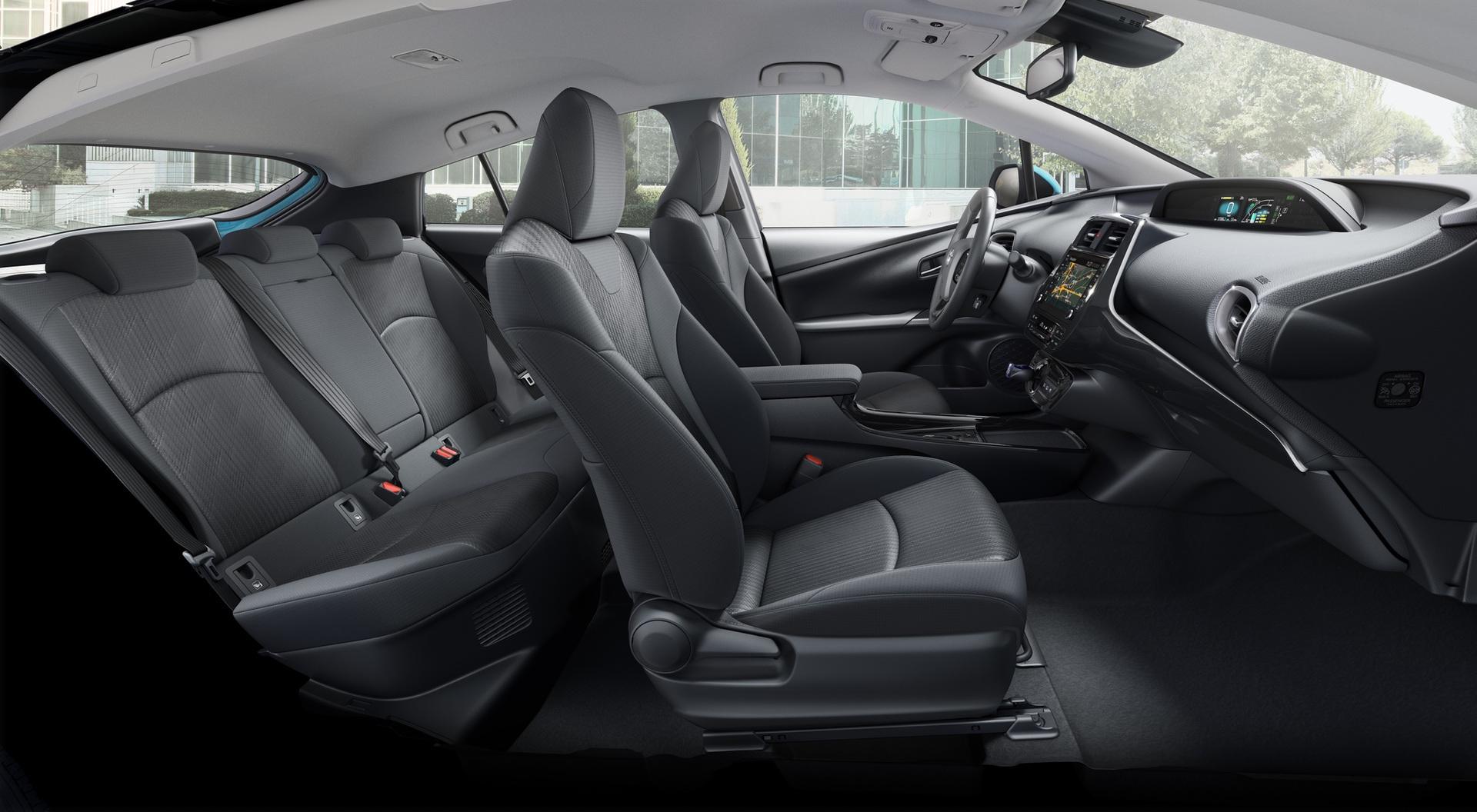 2019_Toyota_Prius_Plug-in_Hybrid_0002