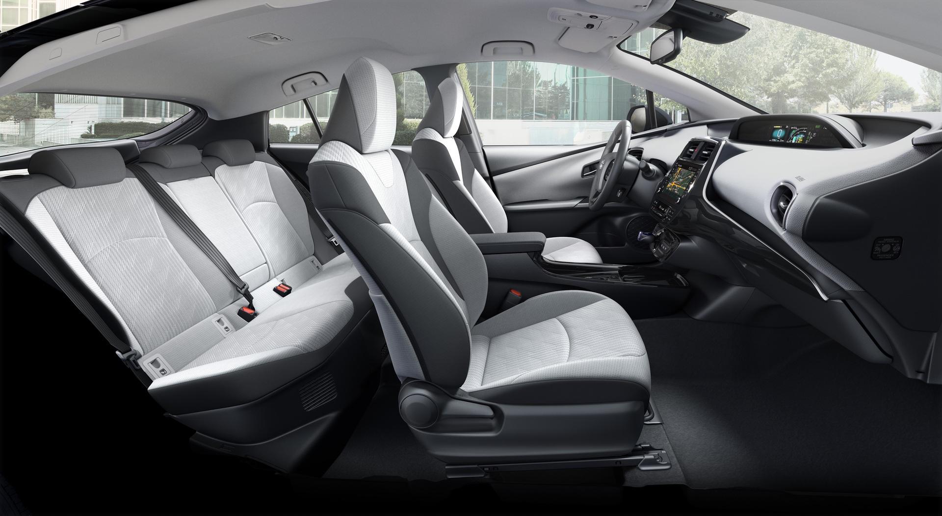 2019_Toyota_Prius_Plug-in_Hybrid_0003