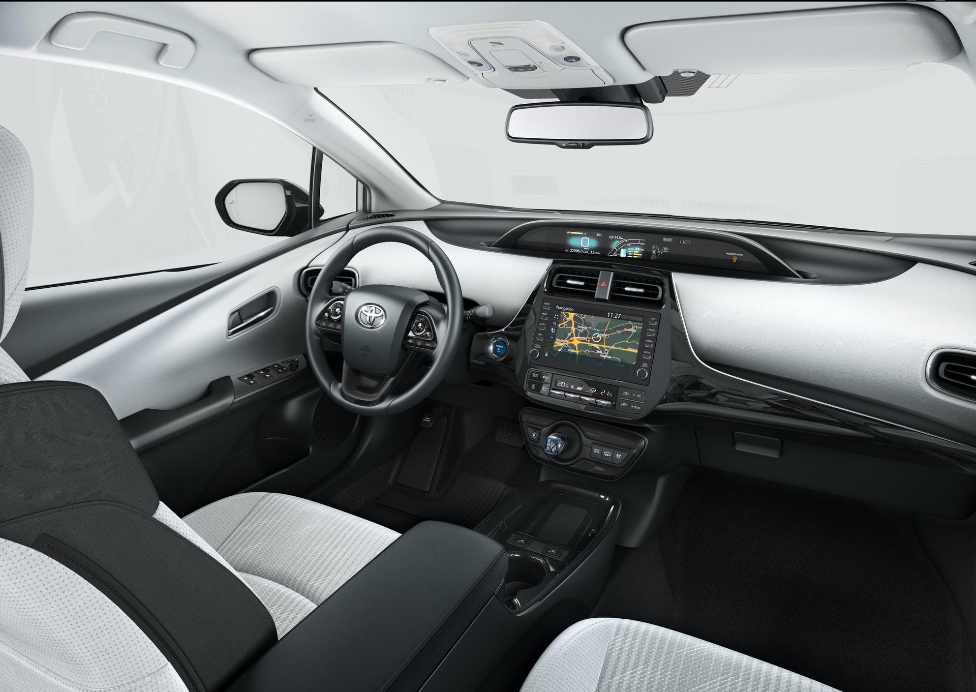 2019_Toyota_Prius_Plug-in_Hybrid_0005