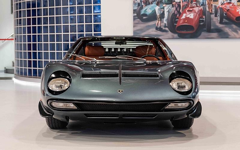 1972_Lamborghini_Miura_SV_0000