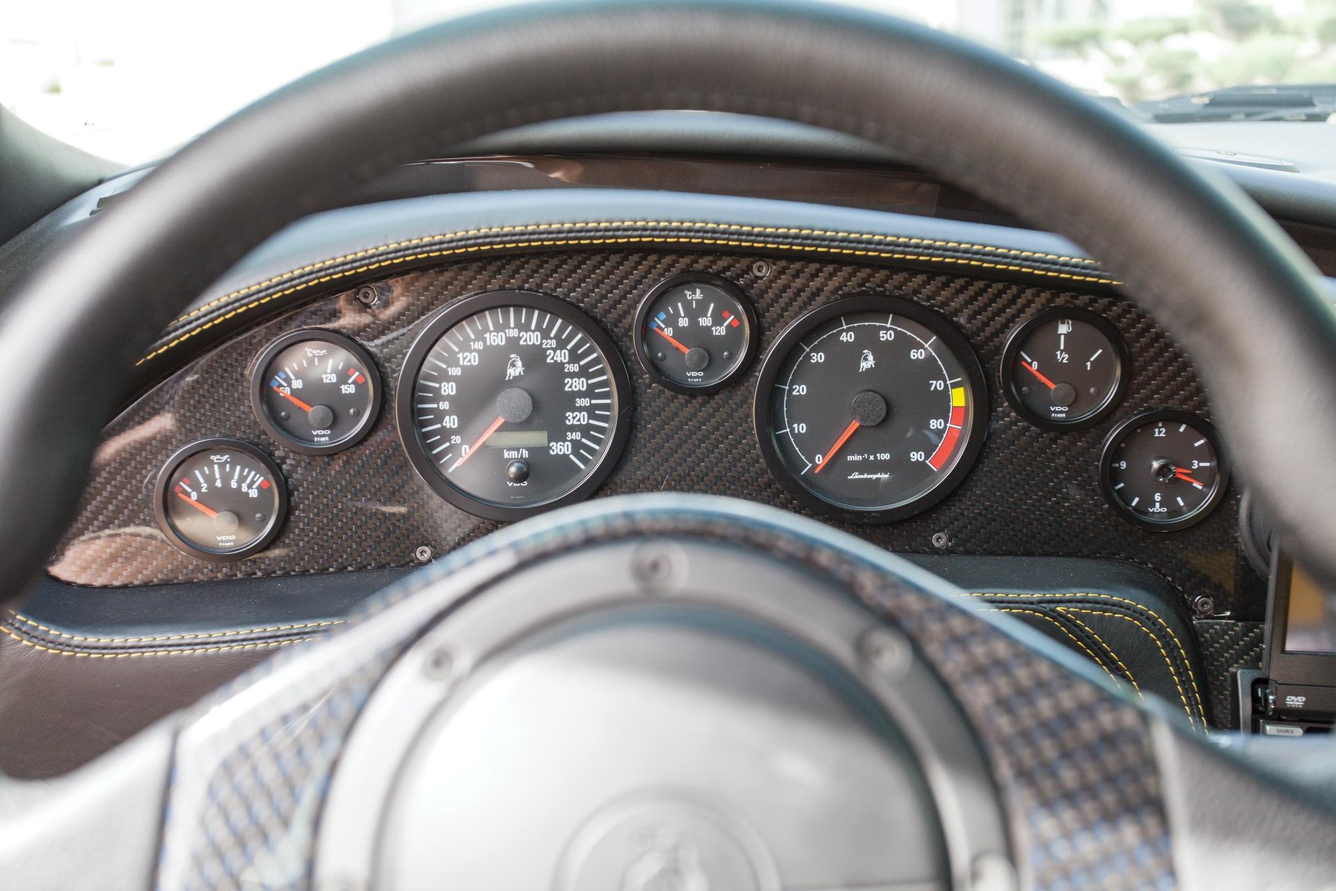 2001_Lamborghini_Diablo_GT_0010