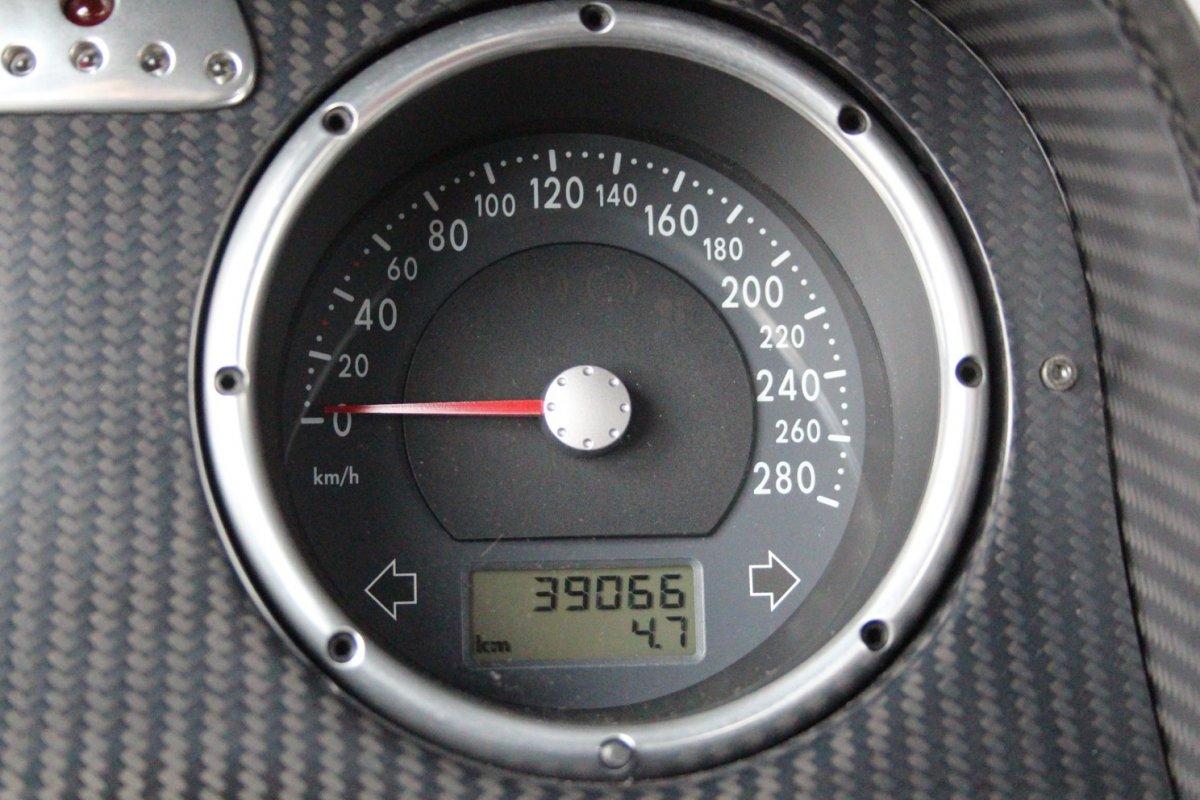 2003_Volkswagen_Beetle_RSi_0011