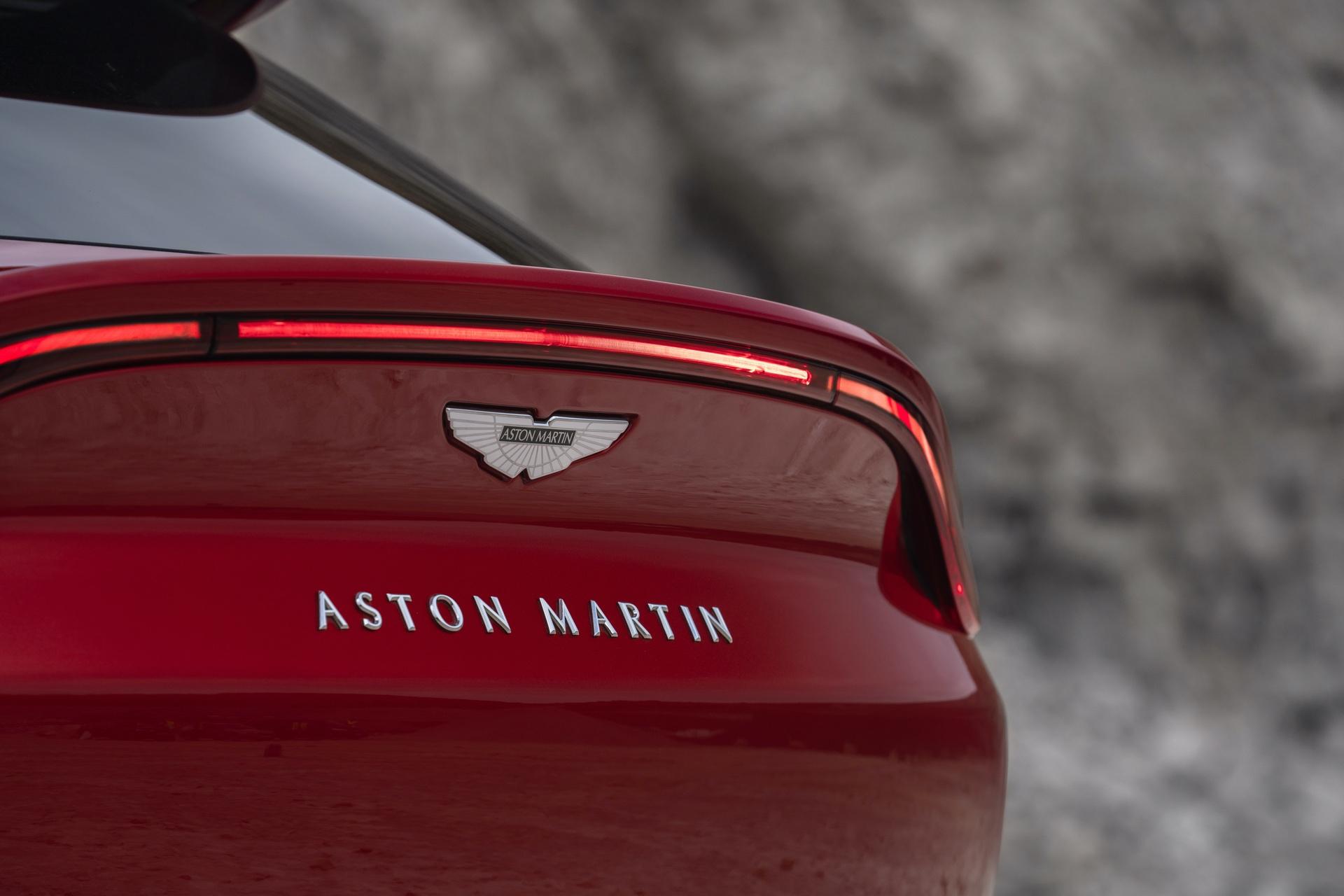 Aston_Martin_DBX_0015