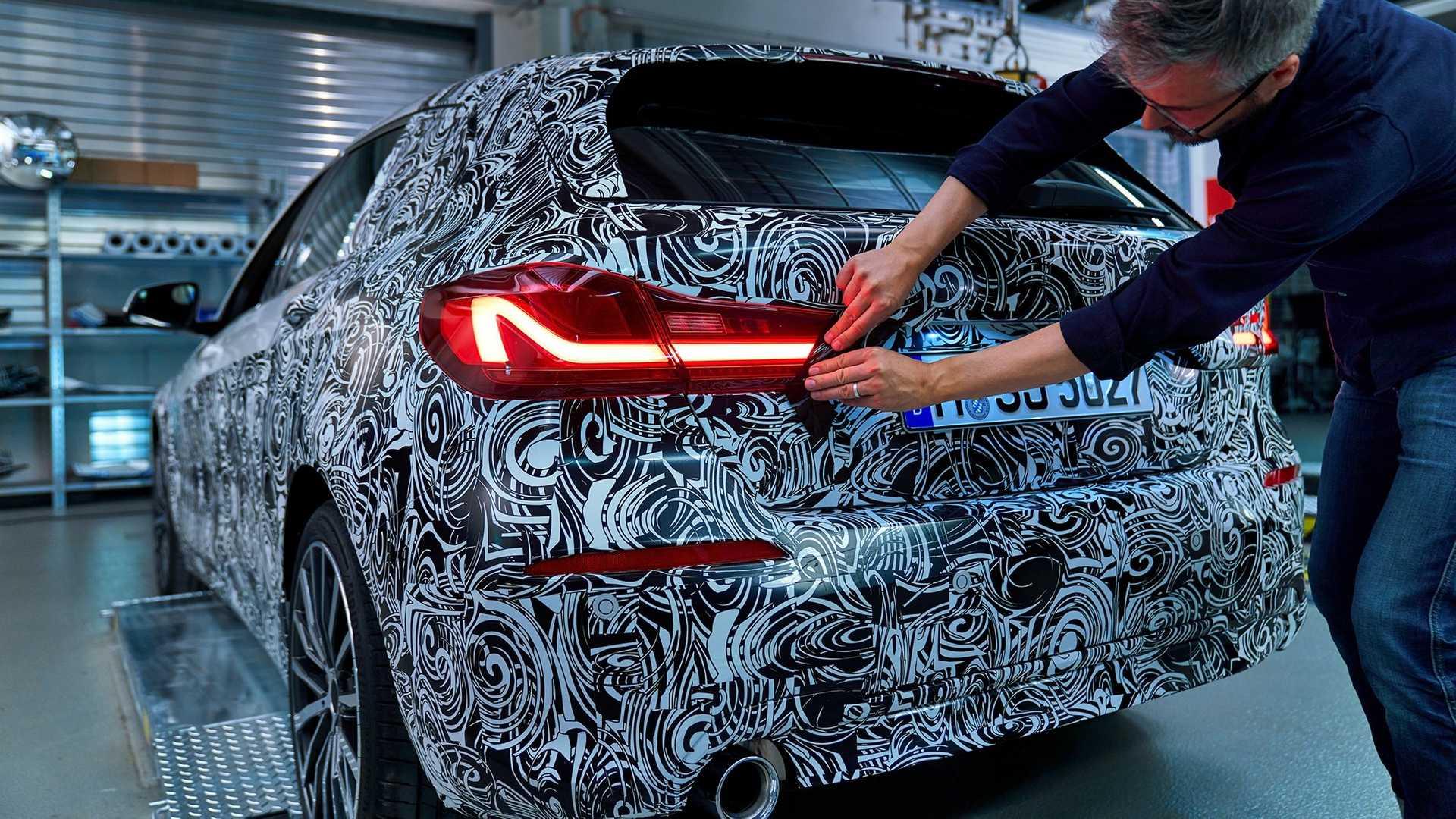 2020_BMW_M135i_teaser_0000