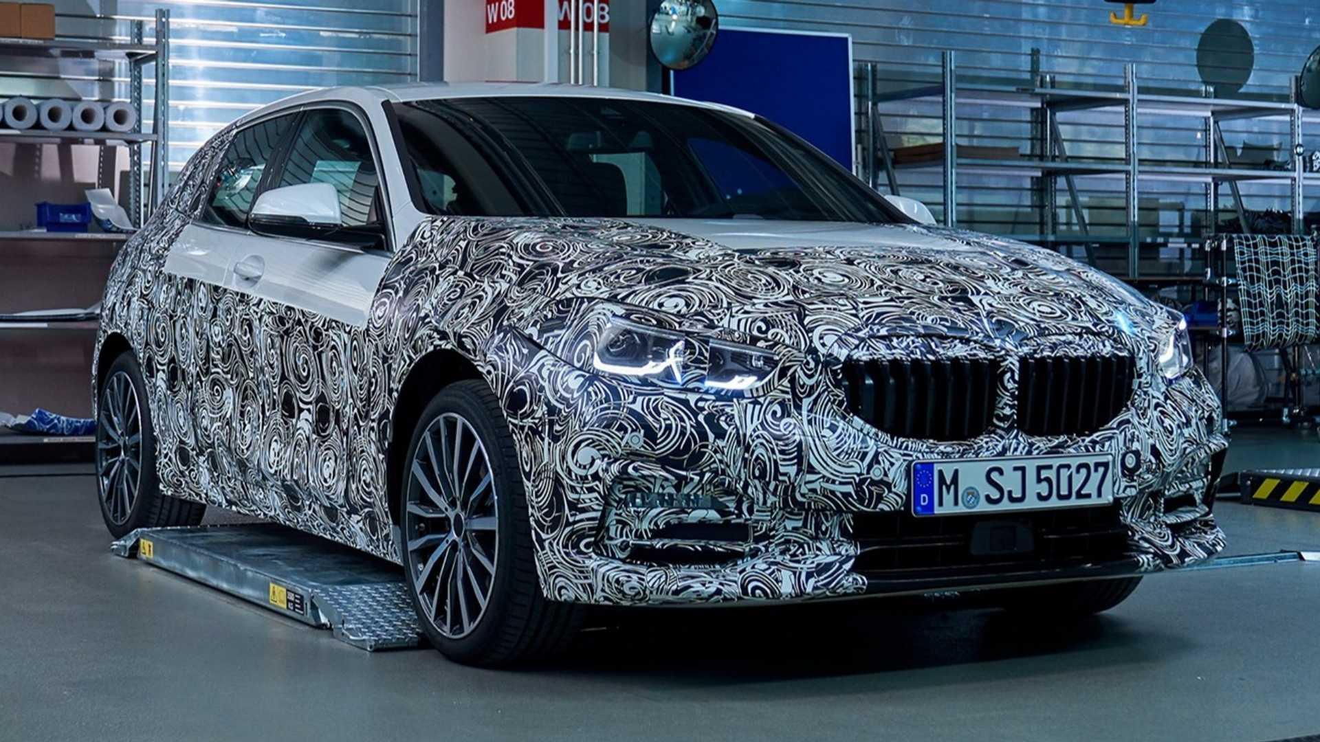 2020_BMW_M135i_teaser_0001