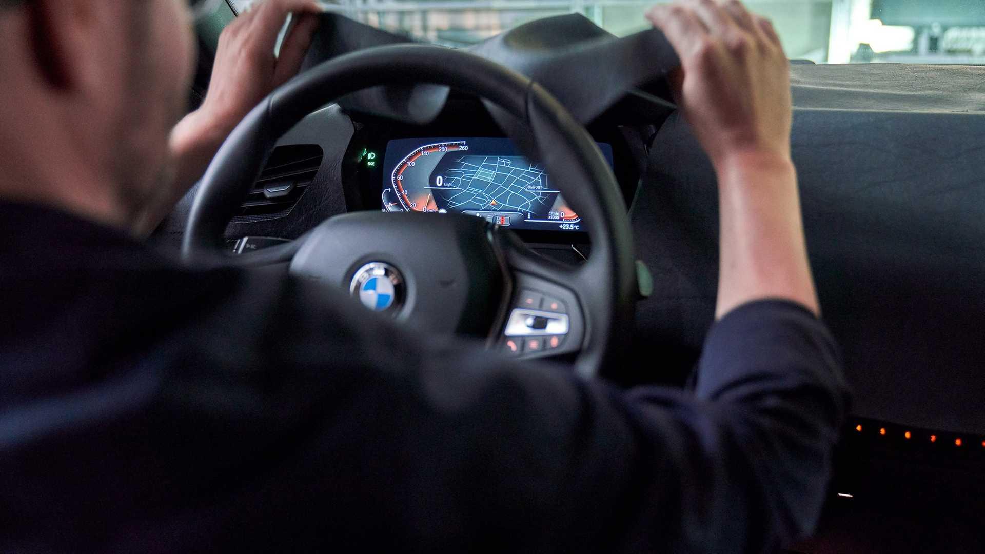 2020_BMW_M135i_teaser_0002
