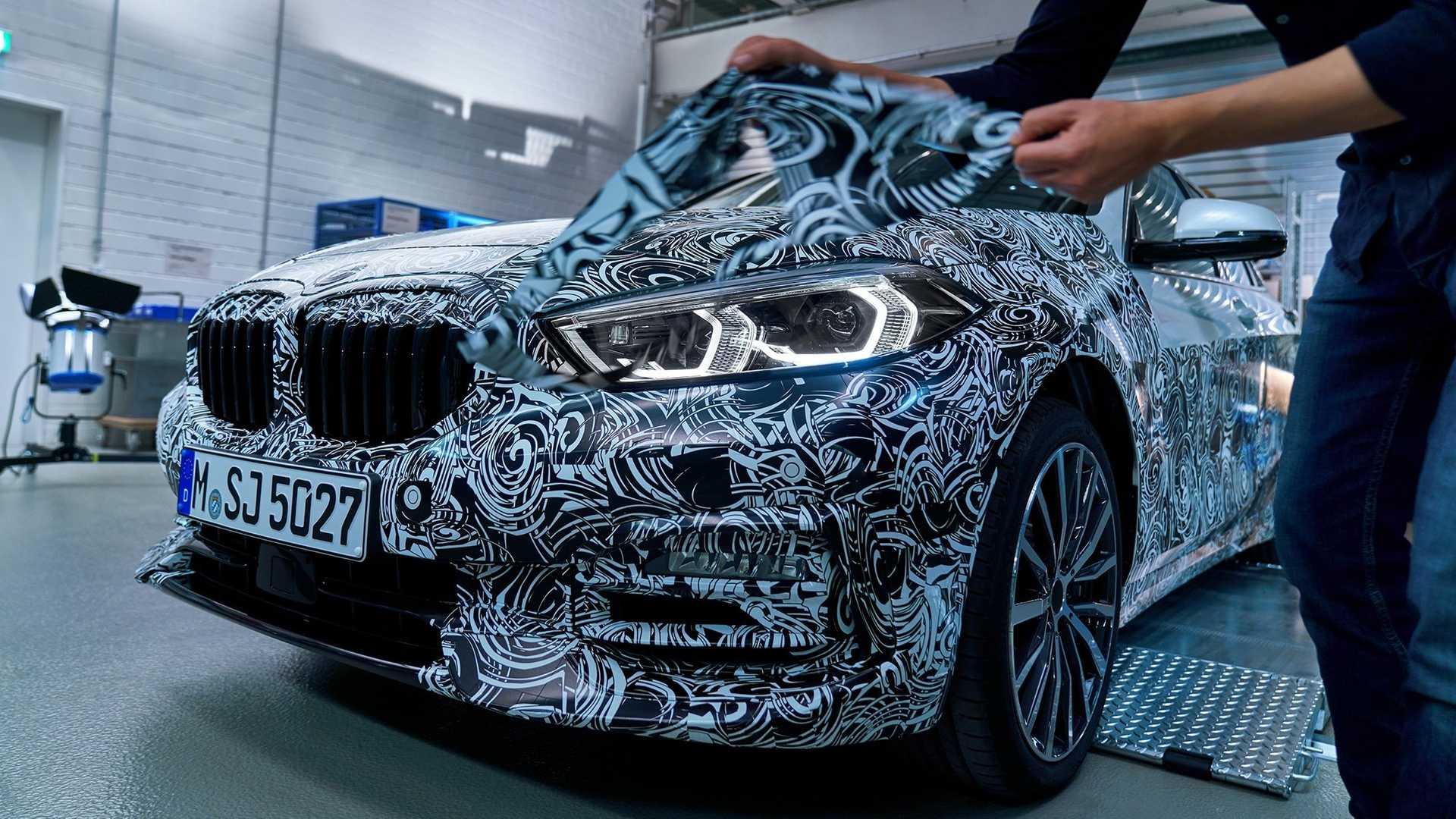 2020_BMW_M135i_teaser_0003