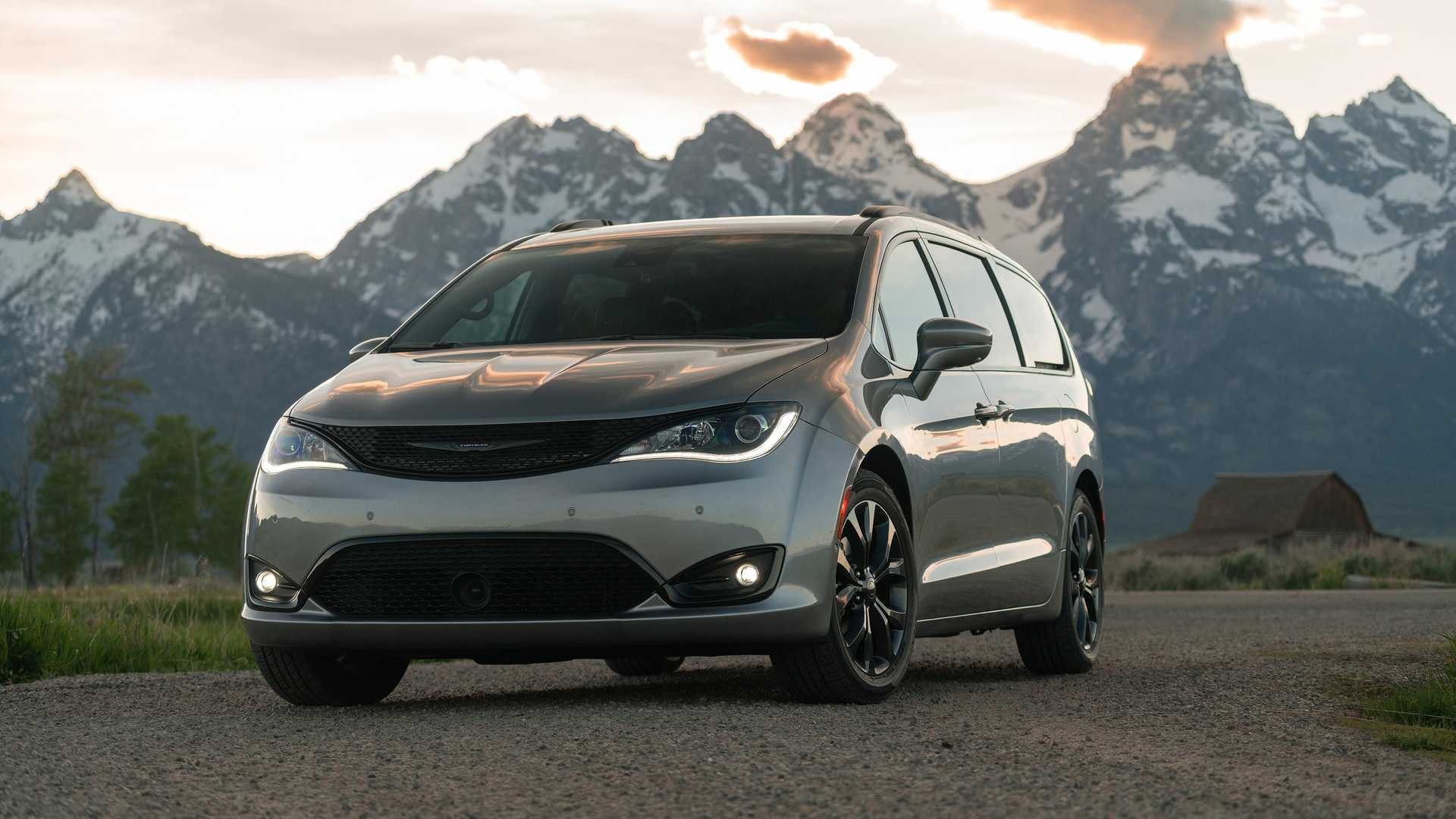 2020_Chrysler_Pacifica_Red_S_Edition_0006
