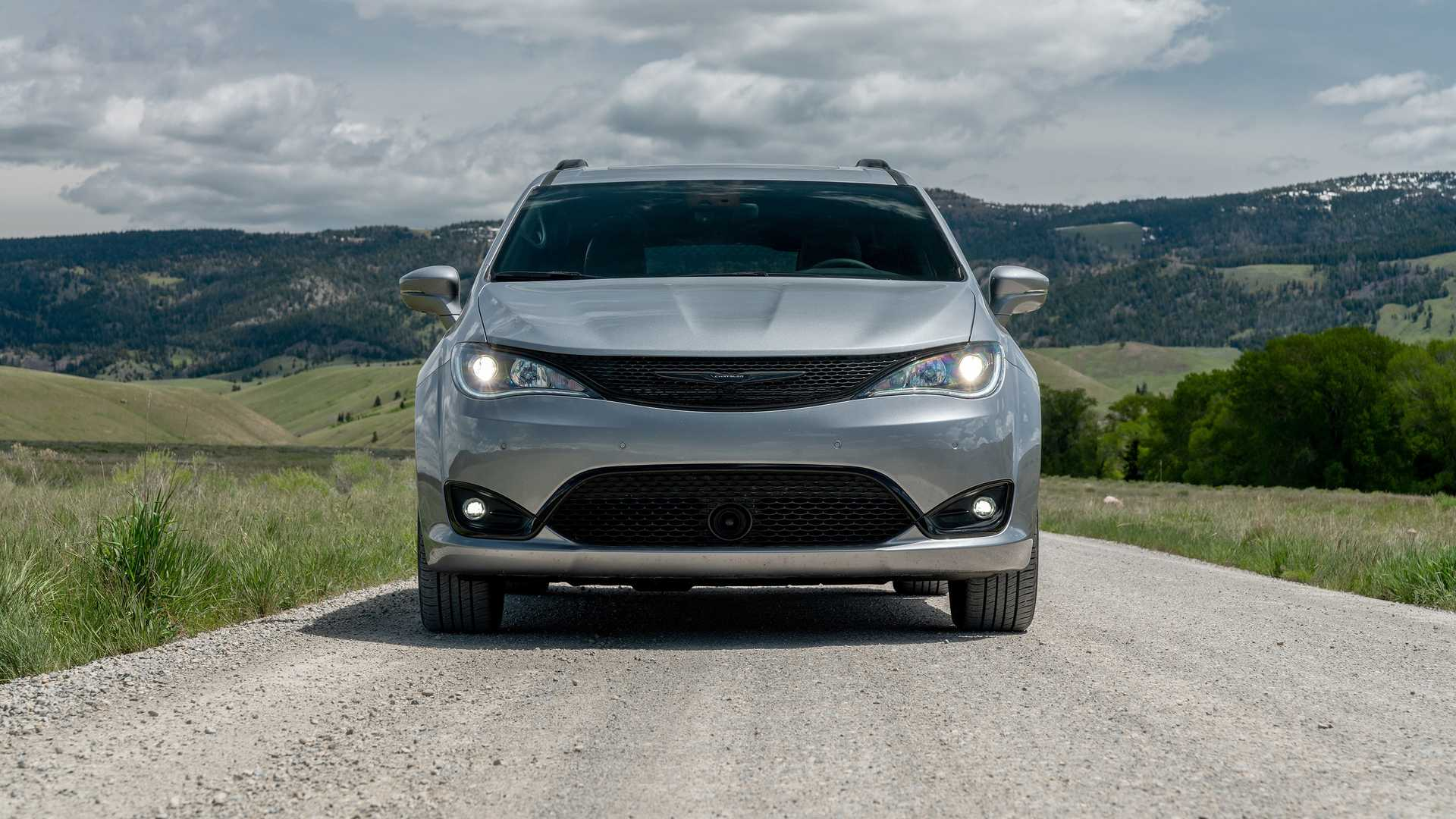 2020_Chrysler_Pacifica_Red_S_Edition_0007