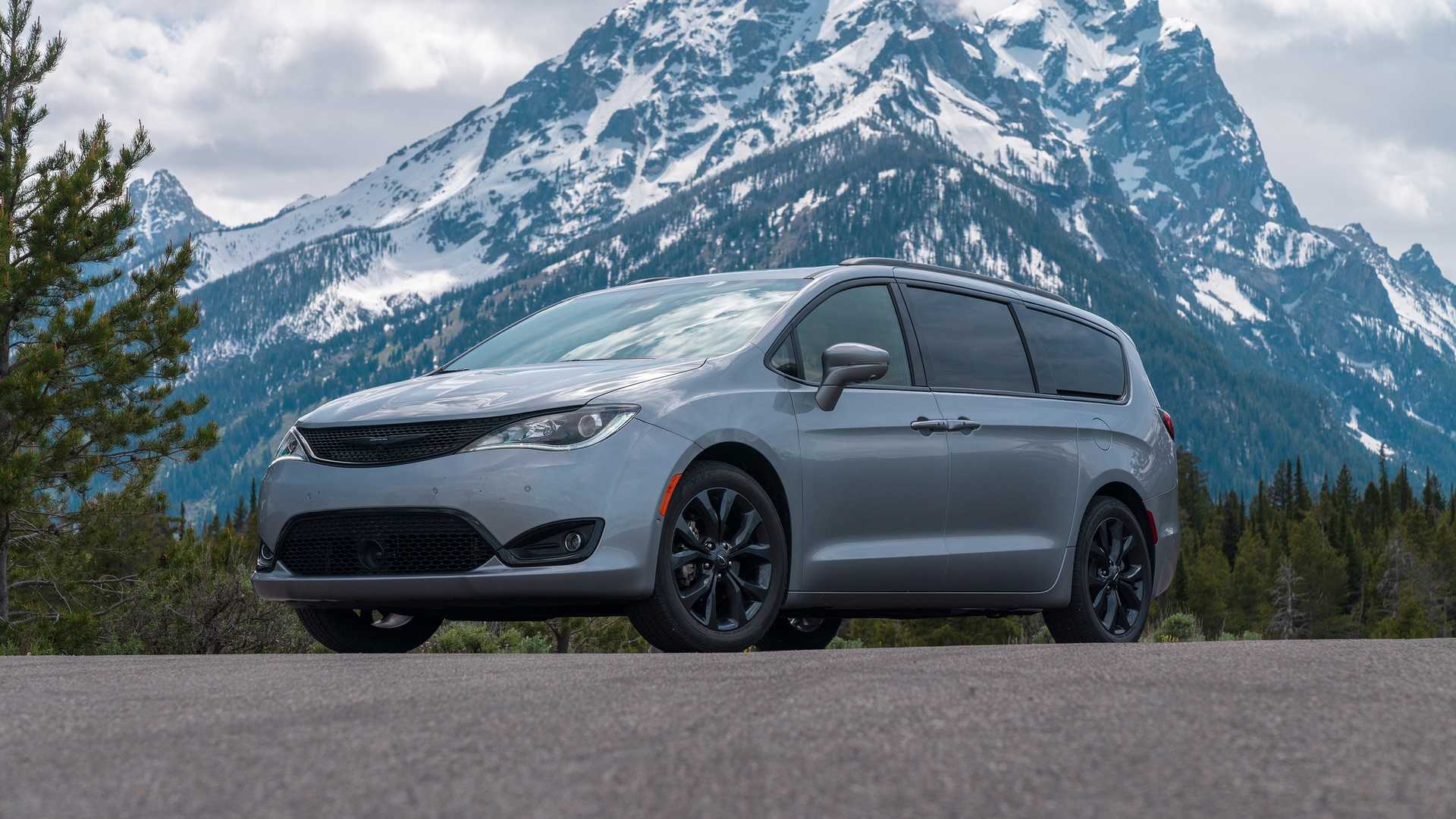 2020_Chrysler_Pacifica_Red_S_Edition_0011