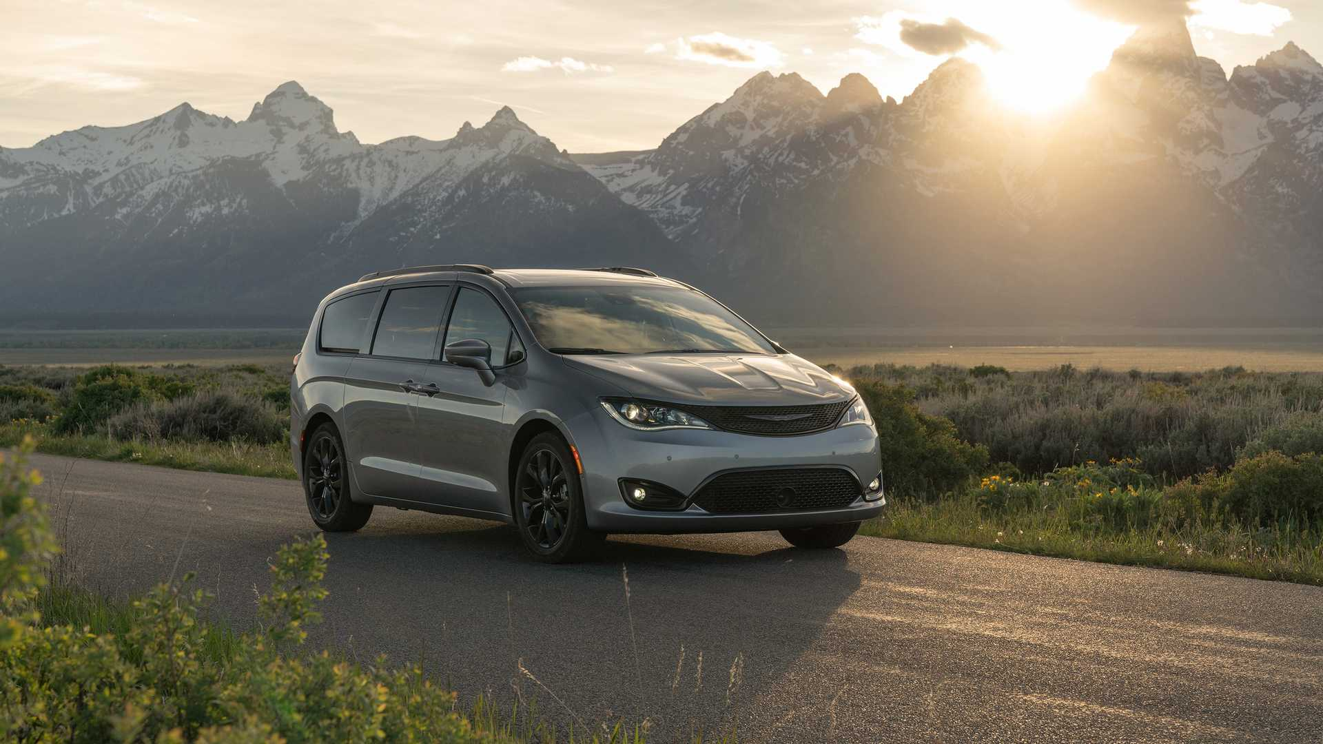 2020_Chrysler_Pacifica_Red_S_Edition_0013
