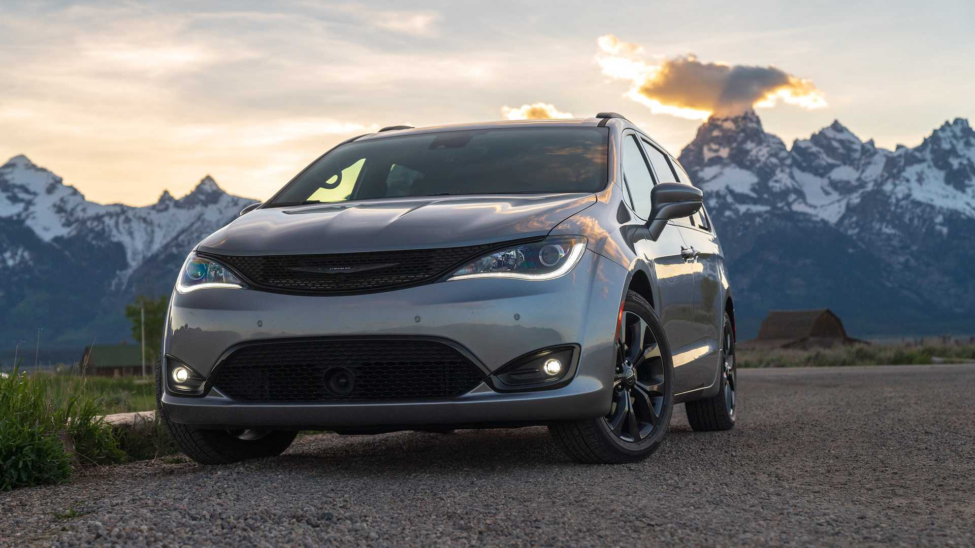 2020_Chrysler_Pacifica_Red_S_Edition_0014