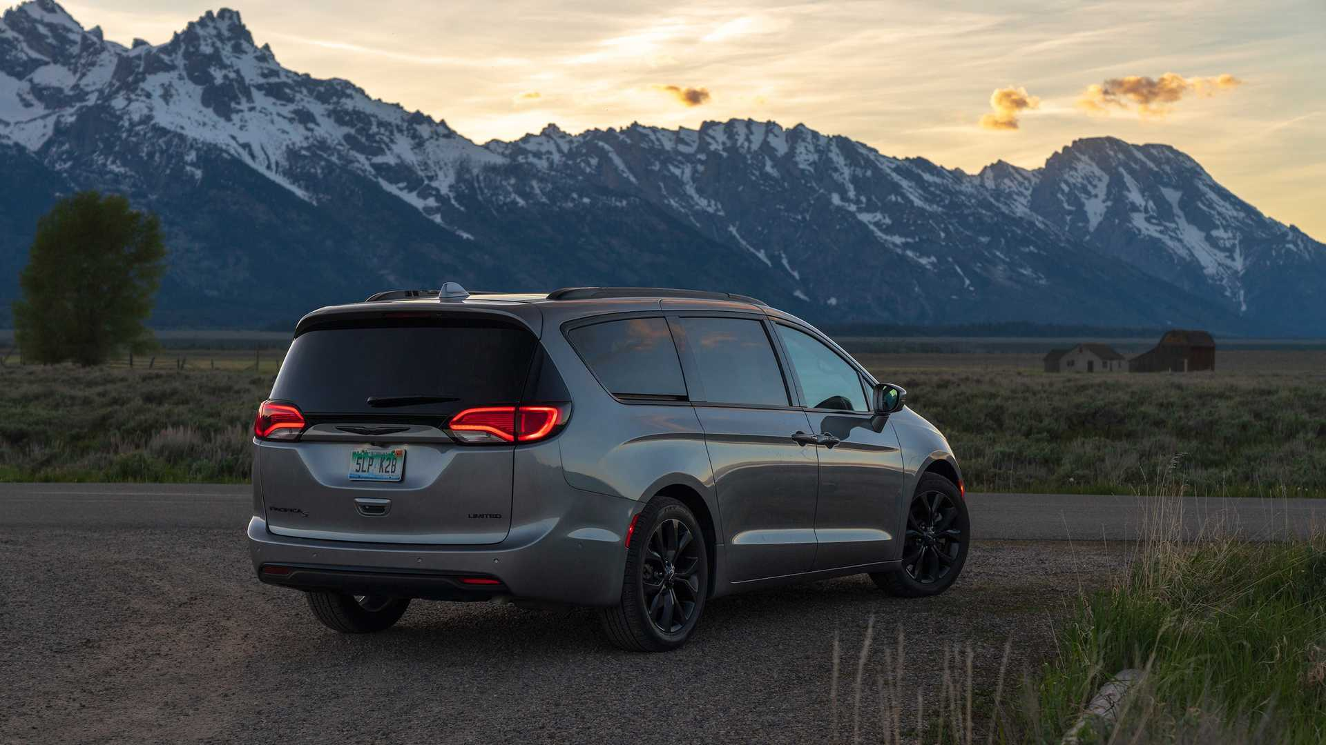2020_Chrysler_Pacifica_Red_S_Edition_0015
