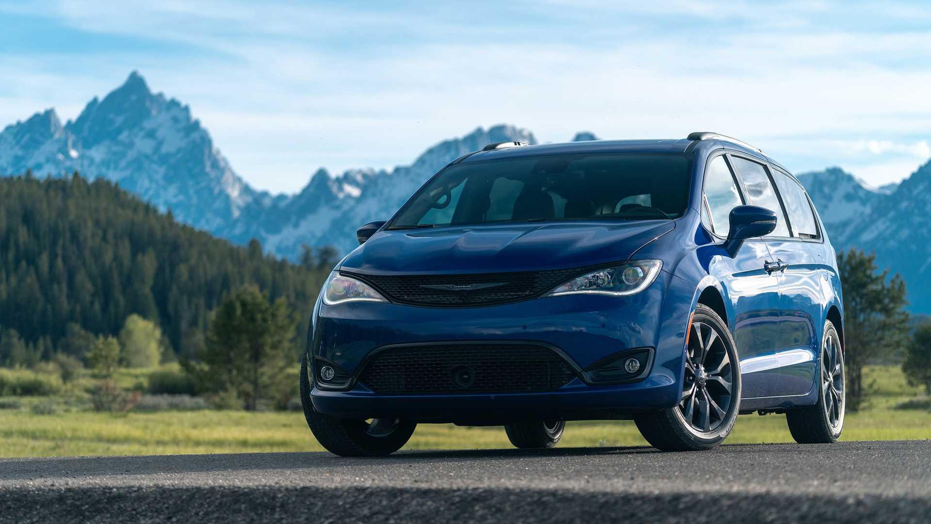 2020_Chrysler_Pacifica_Red_S_Edition_0017