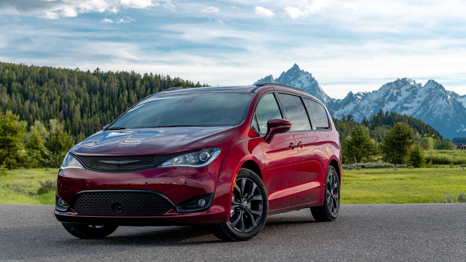 2020_Chrysler_Pacifica_Red_S_Edition_0022