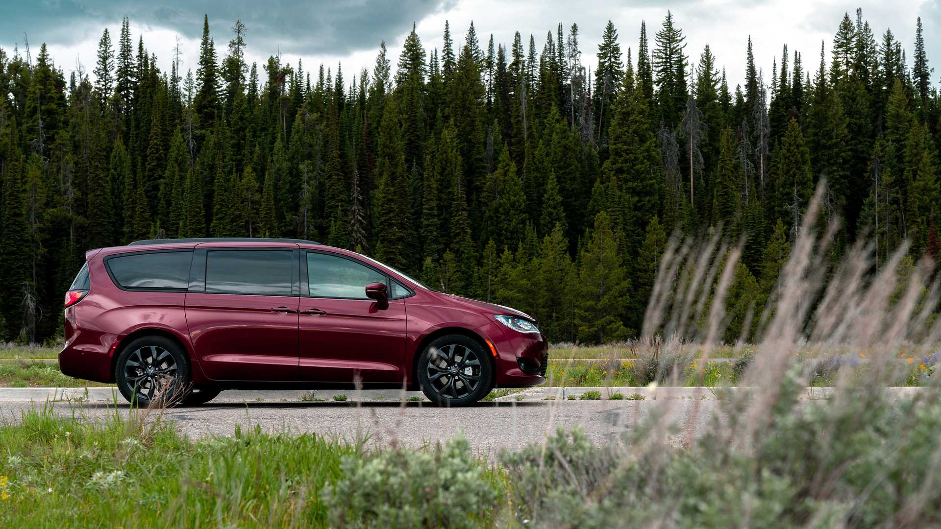 2020_Chrysler_Pacifica_Red_S_Edition_0023