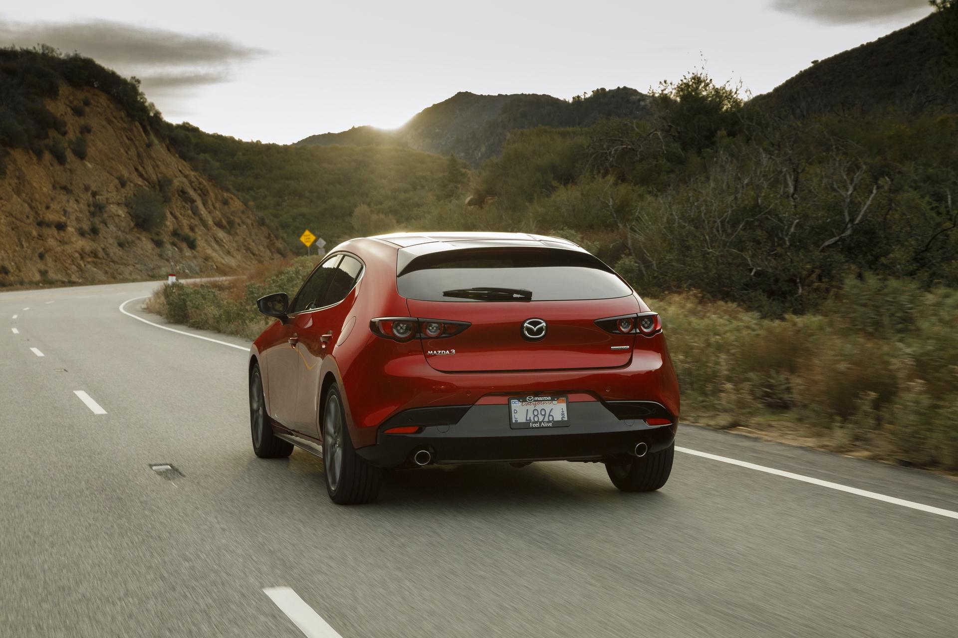 2019-Mazda3-Hatchback_12