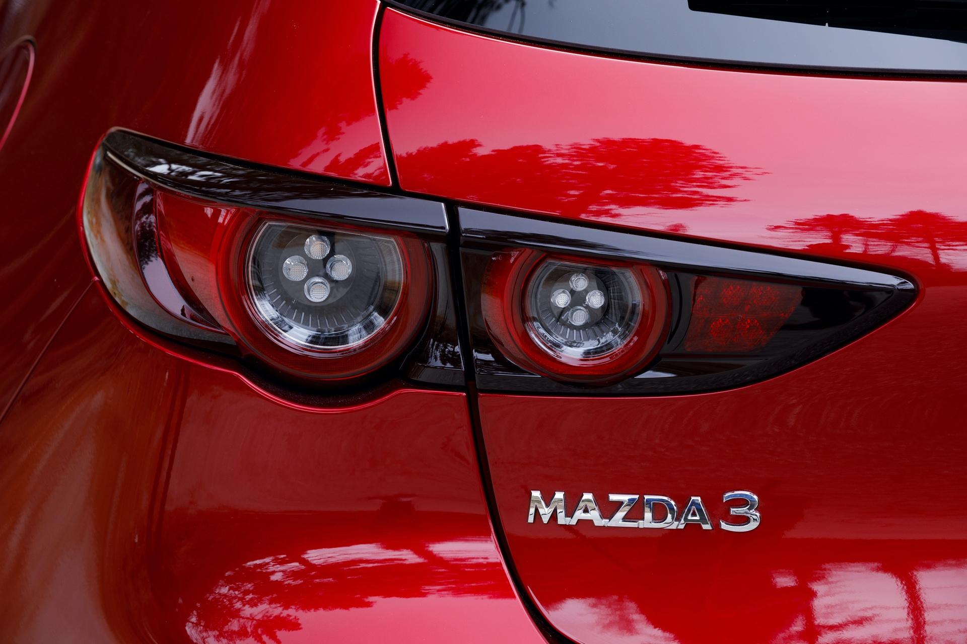 2019-Mazda3-Hatchback_24