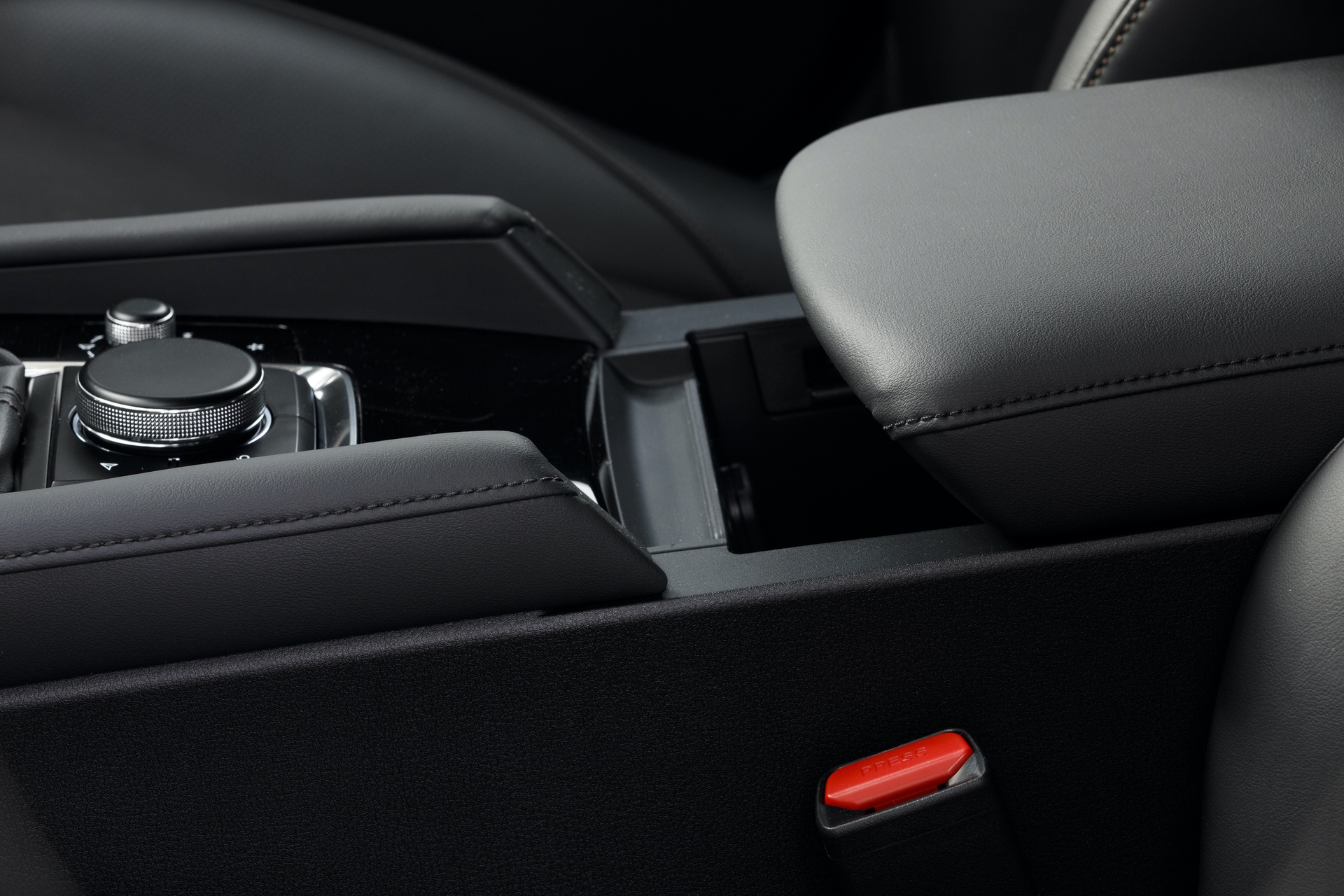 2019-Mazda3-Hatchback_36