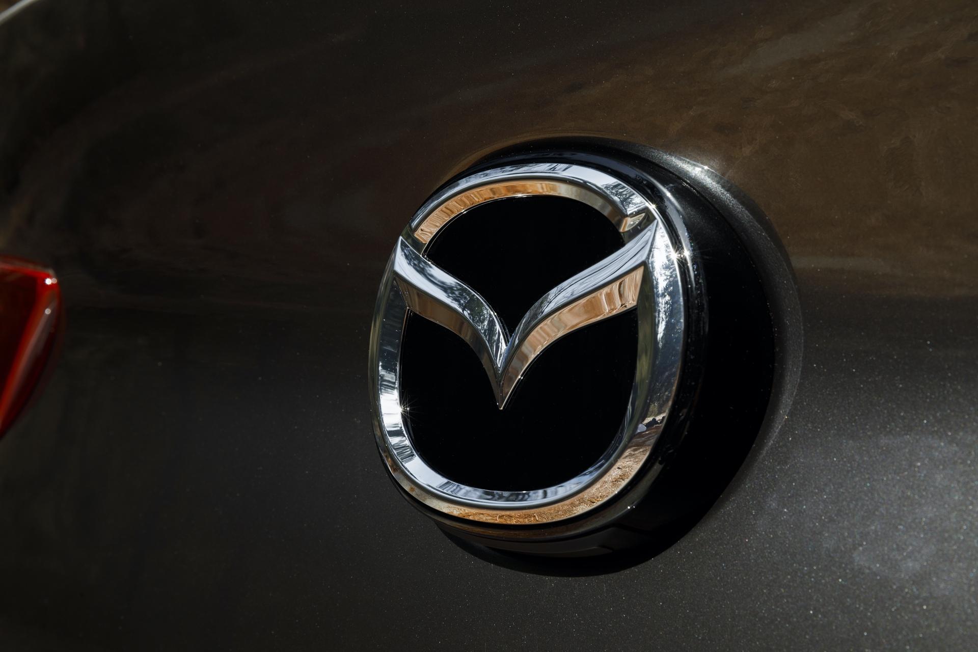 2019-Mazda3-Sedan_10