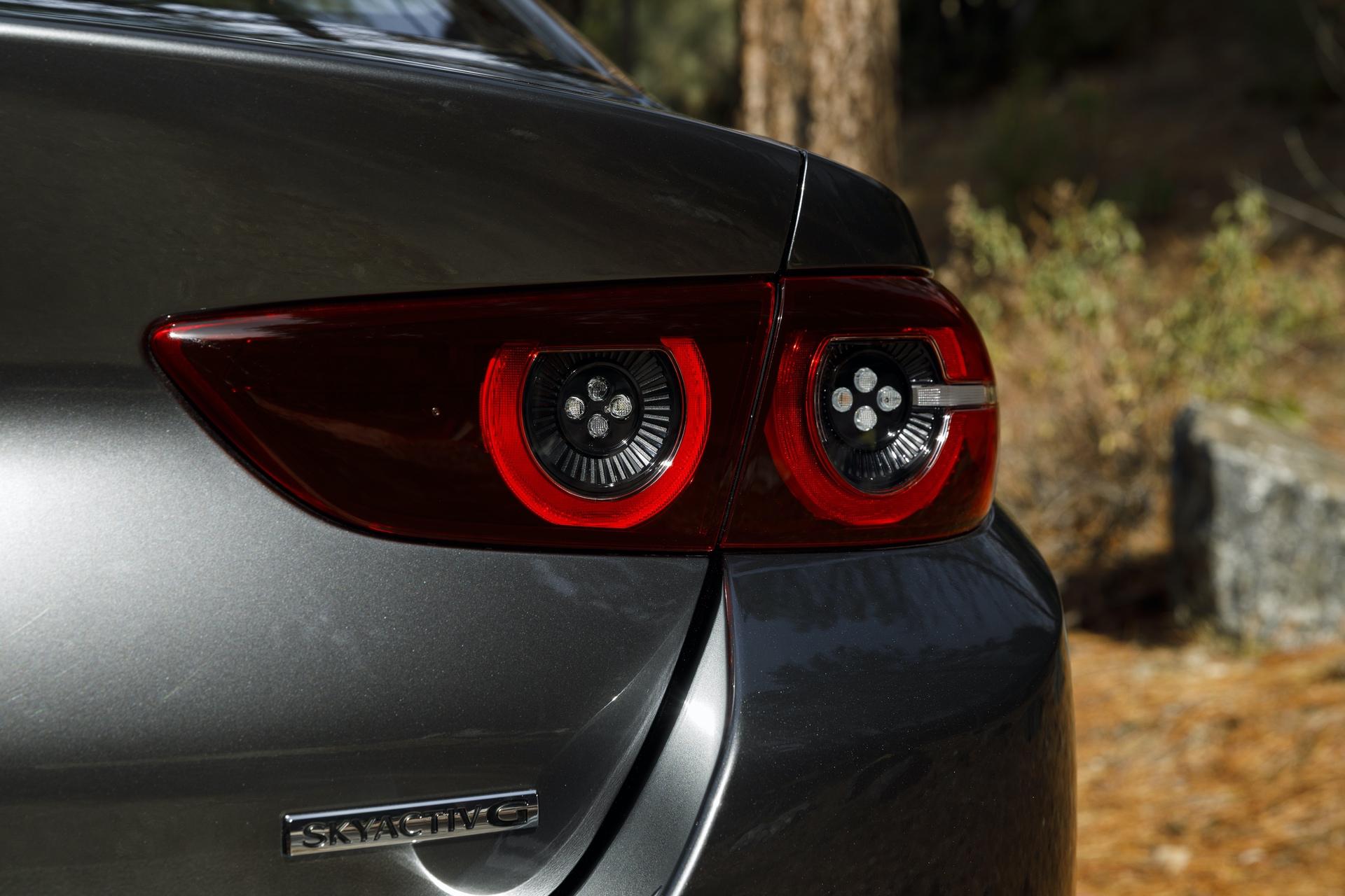 2019-Mazda3-Sedan_12