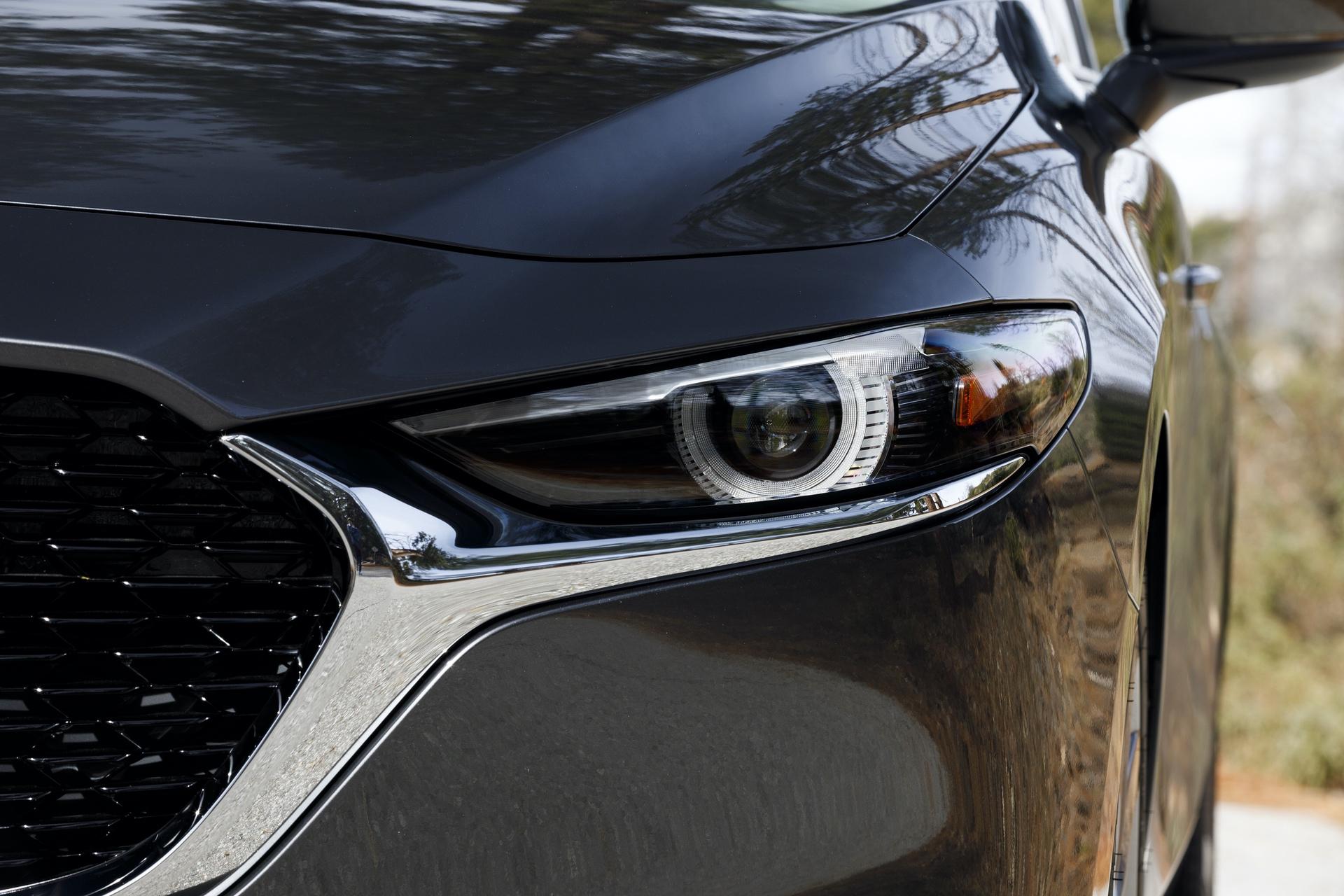 2019-Mazda3-Sedan_16