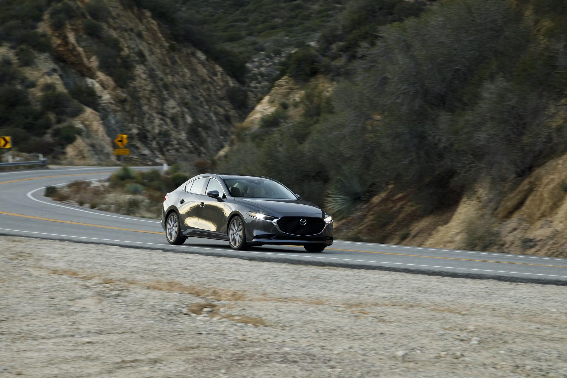 2019-Mazda3-Sedan_25