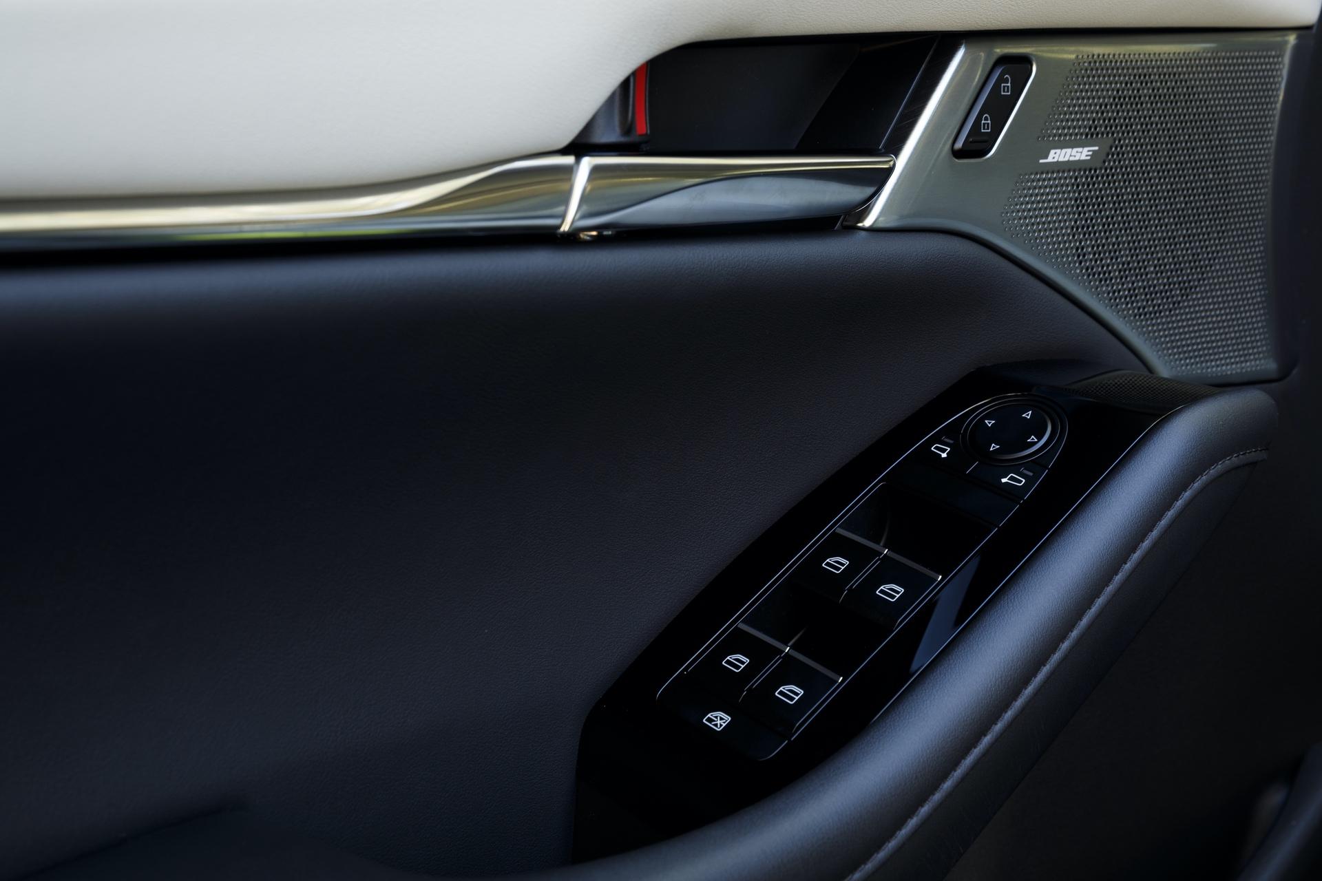 2019-Mazda3-Sedan_26
