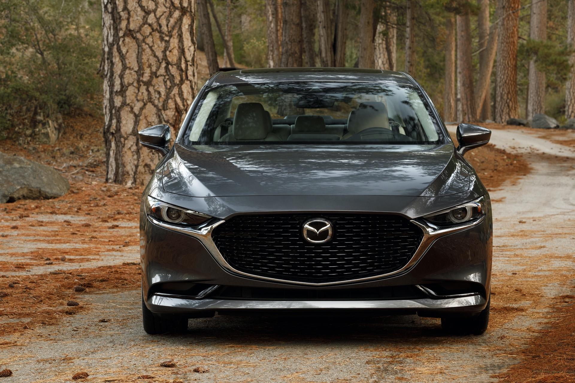 2019-Mazda3-Sedan_3