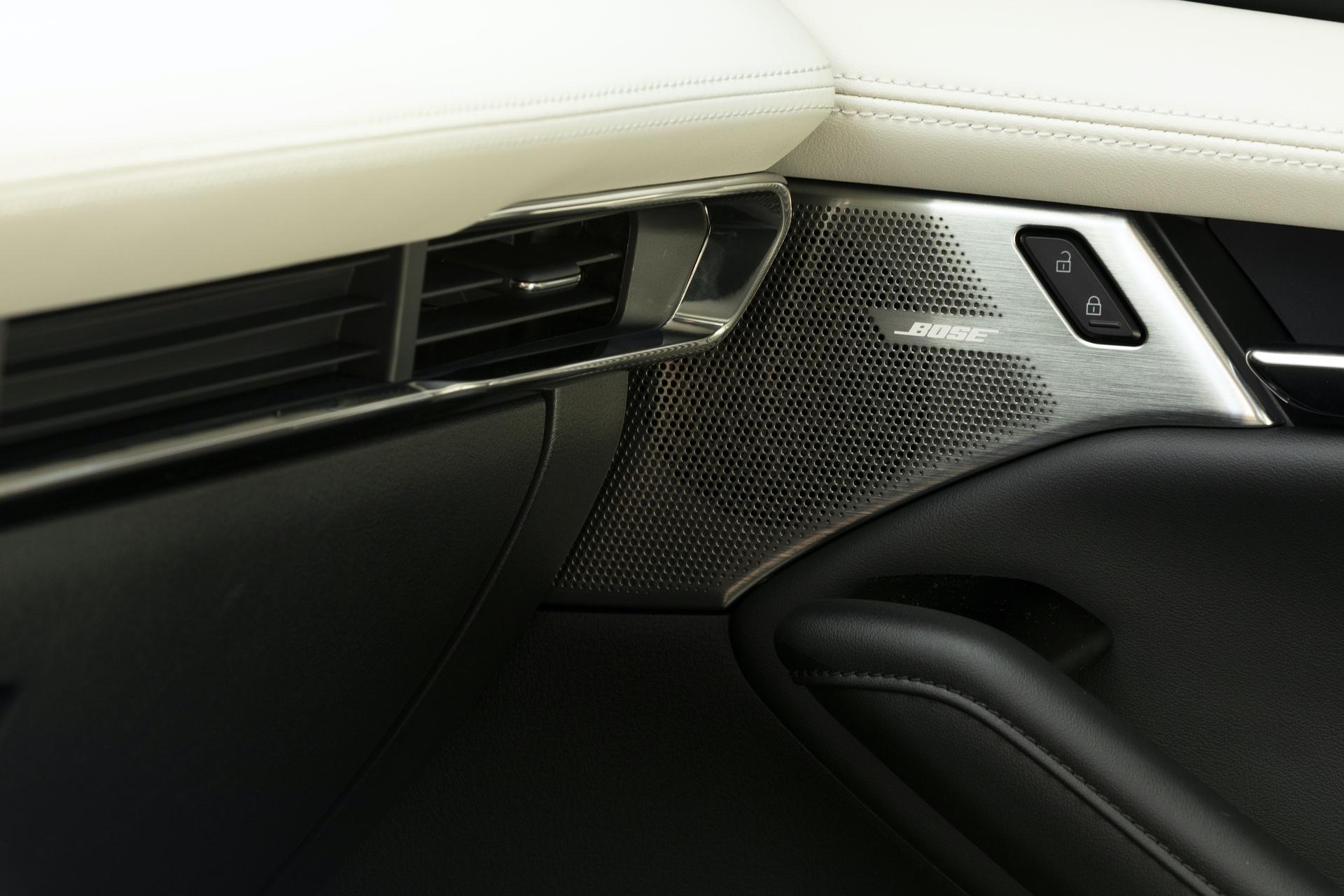 2019-Mazda3-Sedan_31
