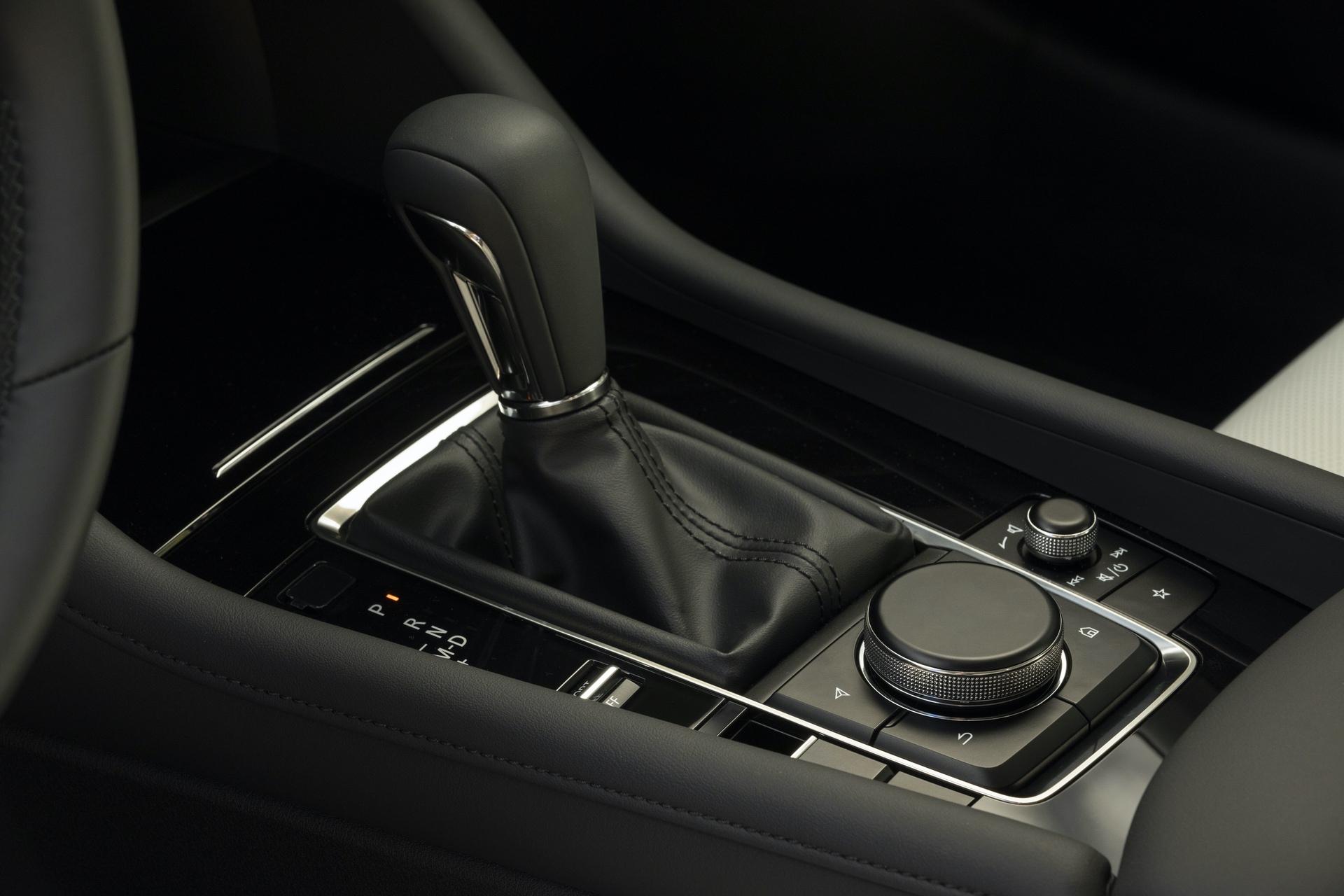 2019-Mazda3-Sedan_32