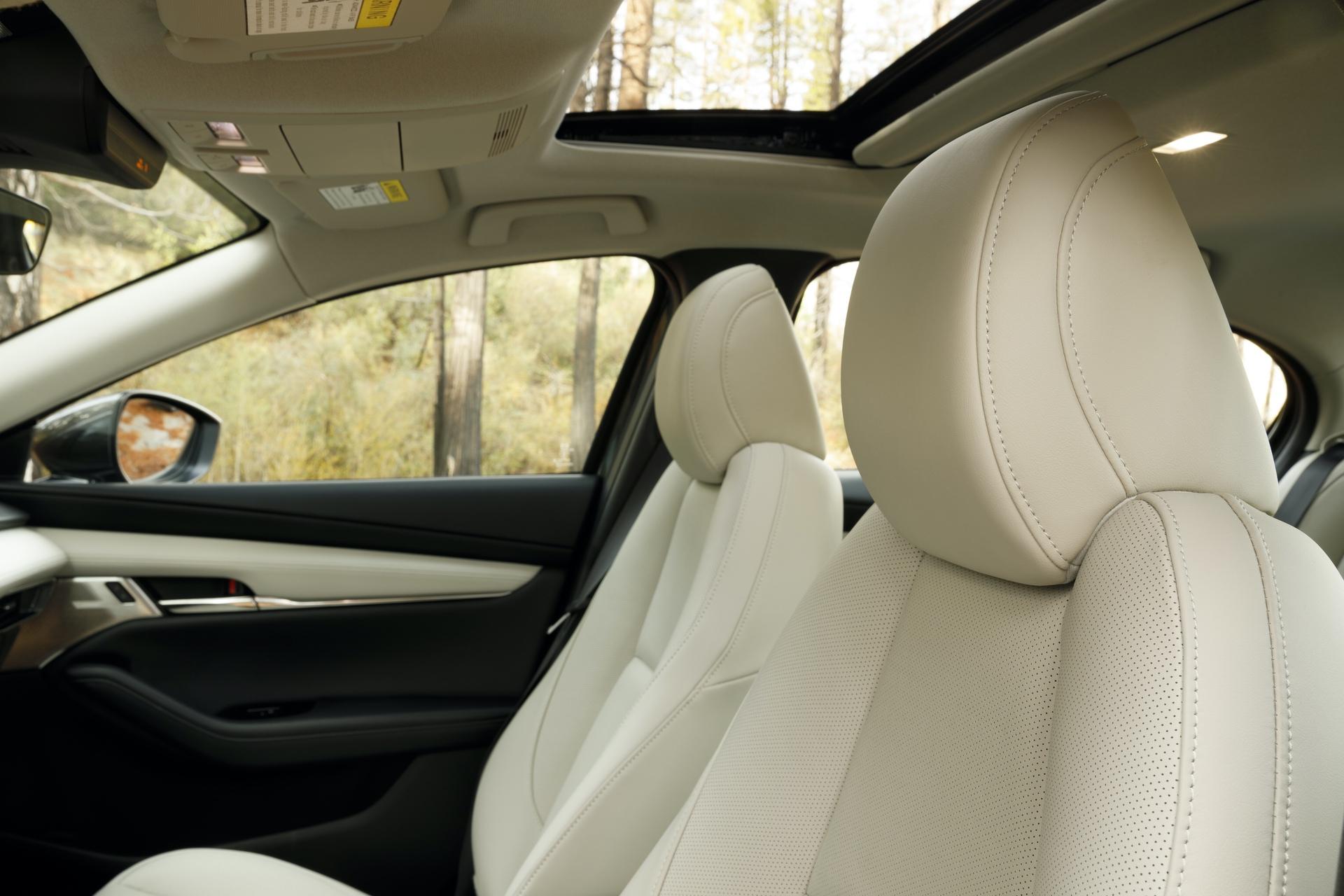 2019-Mazda3-Sedan_34