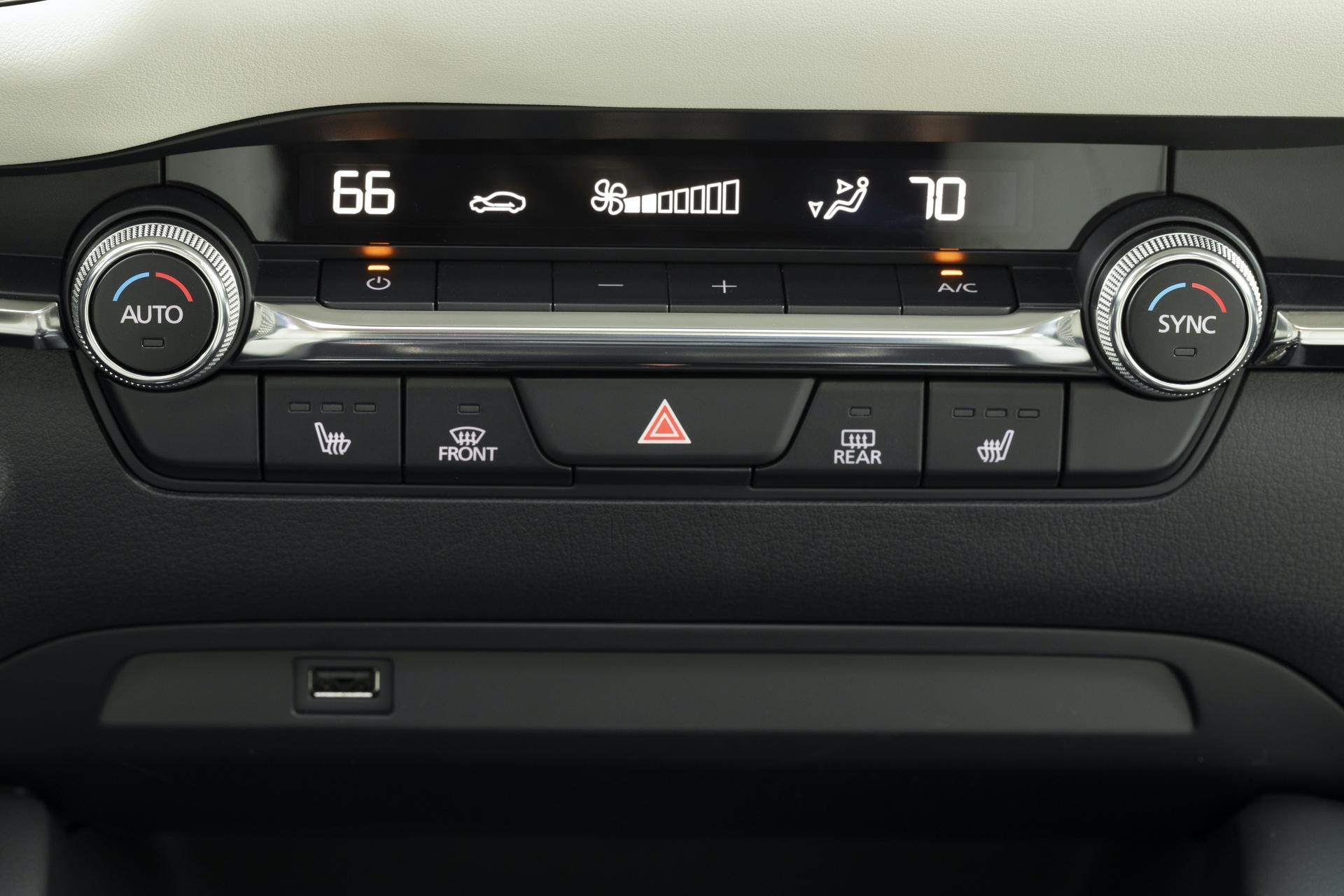 2019-Mazda3-Sedan_39