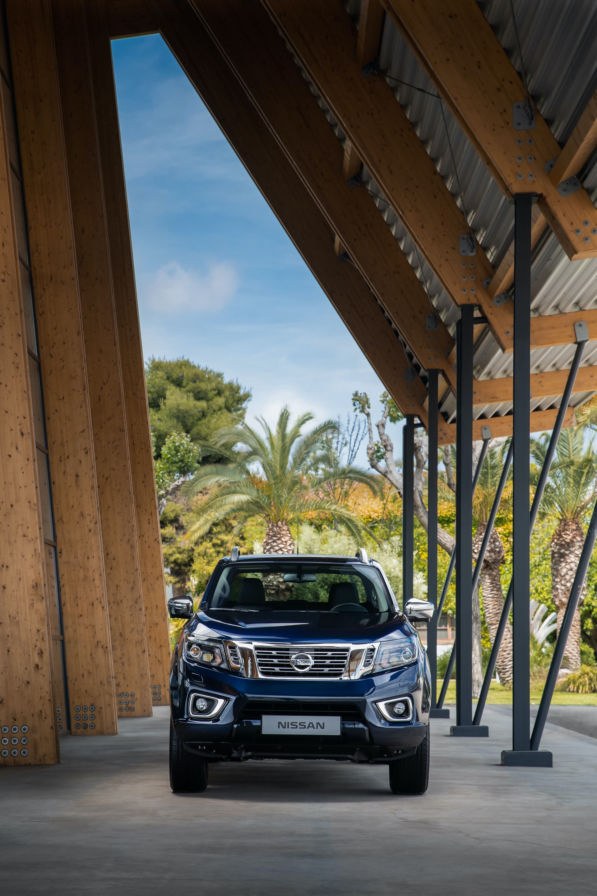 1_Nissan-Navara-Double-Cab-Blue-Front