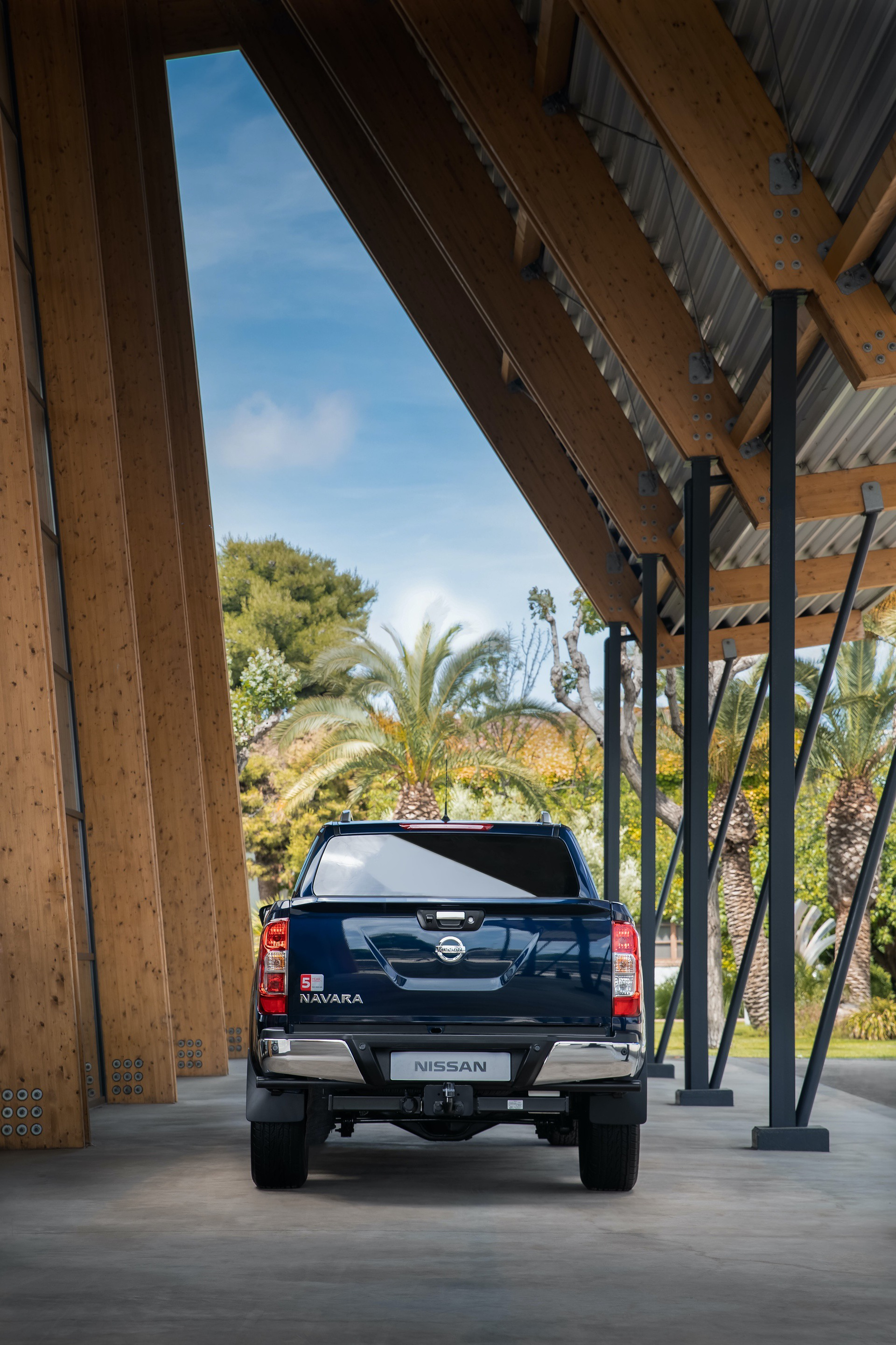 1_Nissan-Navara-Double-Cab-Blue-Rear
