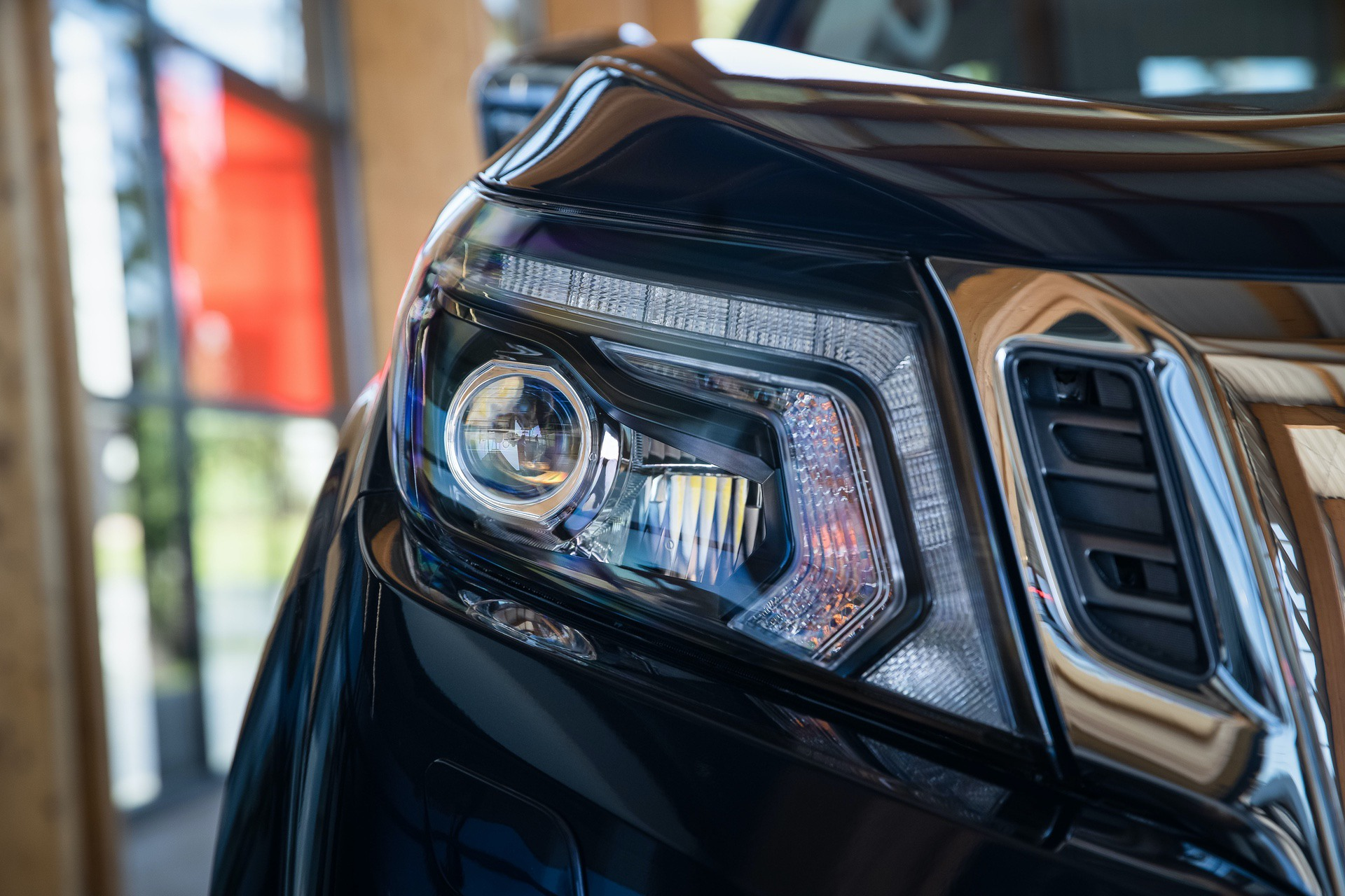 Nissan-Navara-Double-Cab-Blue-Front-lights
