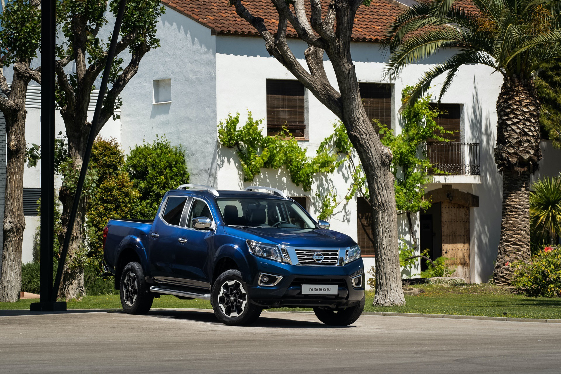 Nissan-Navara-Double-Cab-Blue-Front