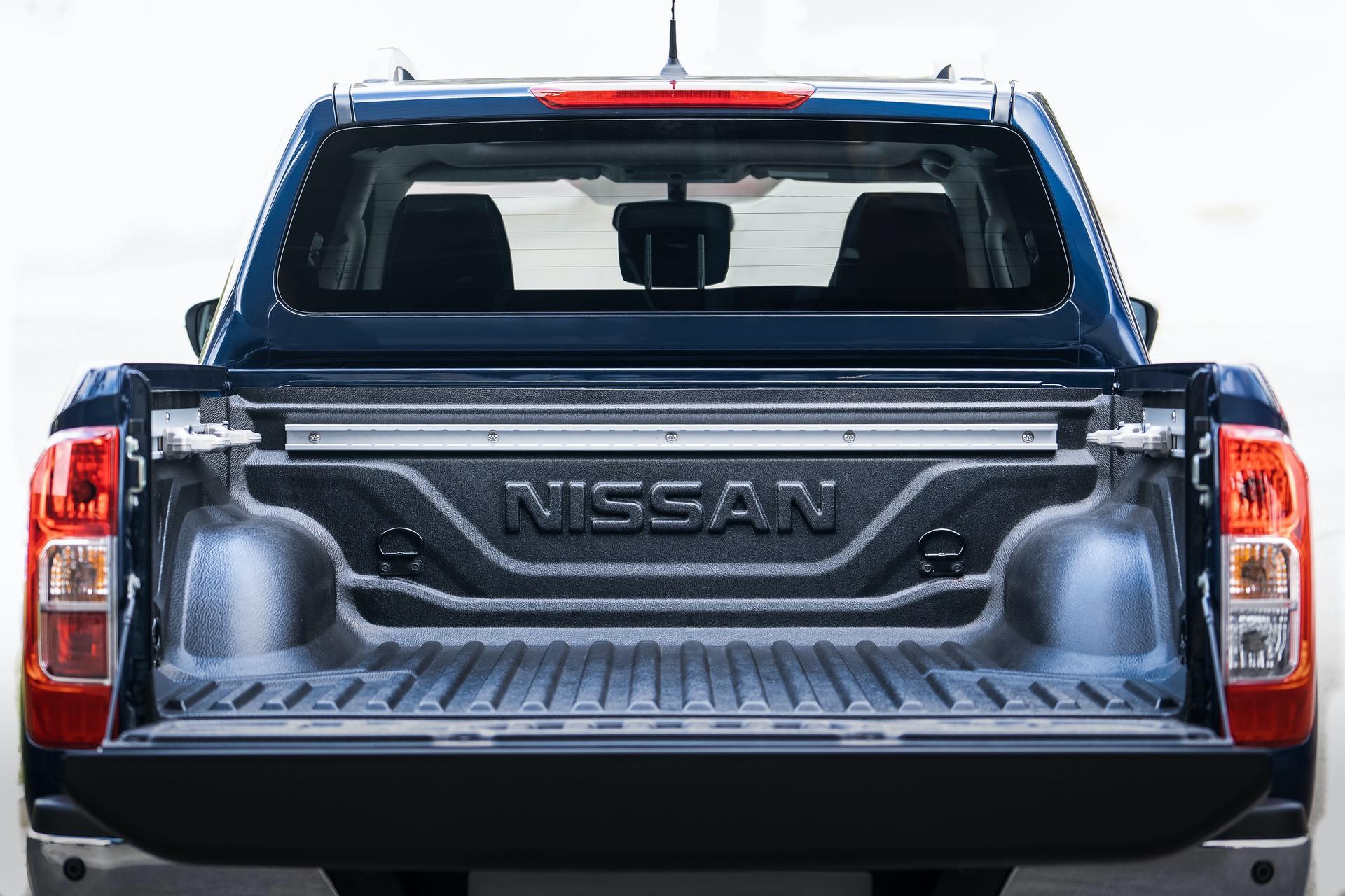 Nissan-Navara-Double-Cab-Blue-Load-area