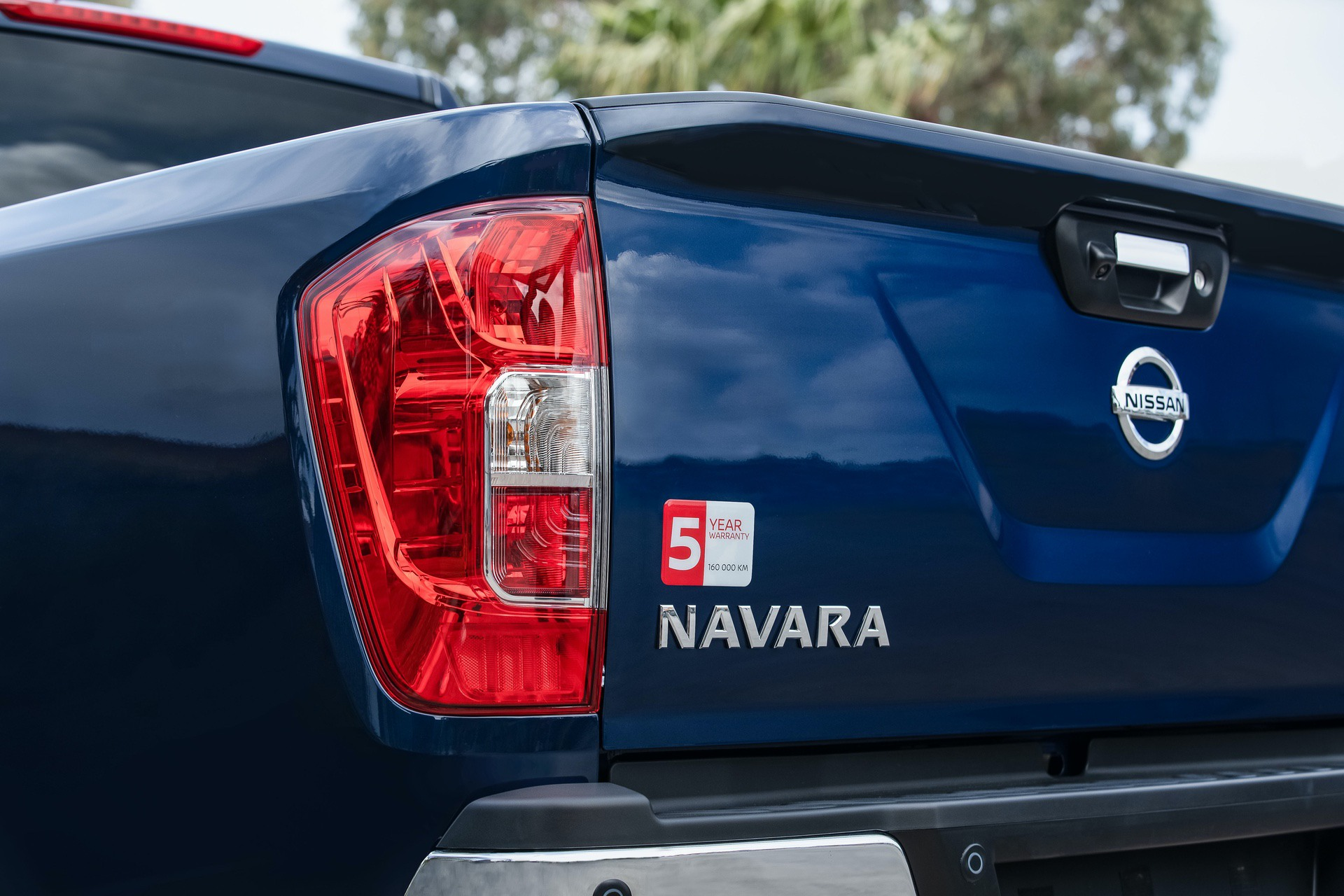 Nissan-Navara-Double-Cab-Blue-Rear-lights