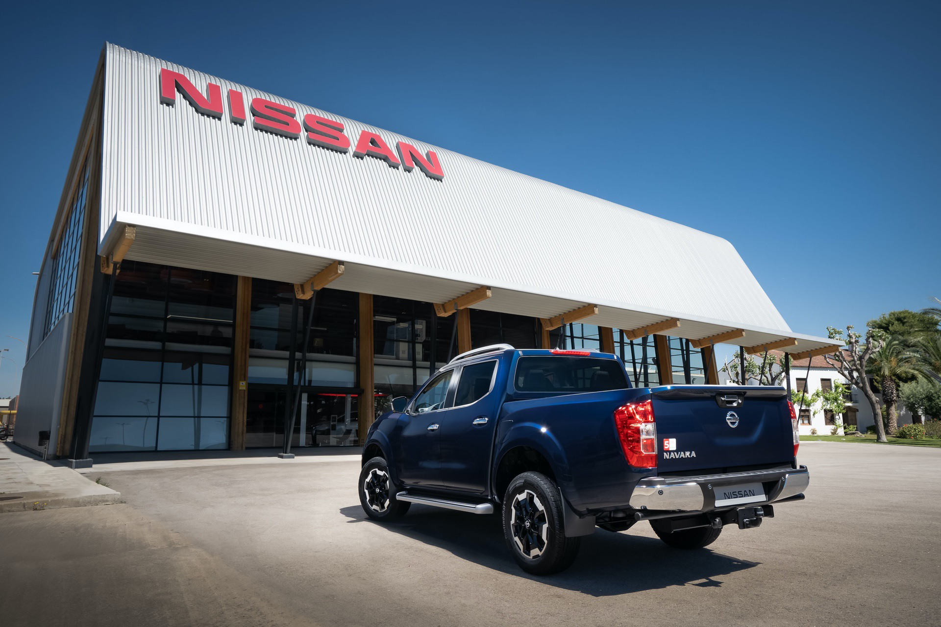 Nissan-Navara-Double-Cab-Blue-Rear