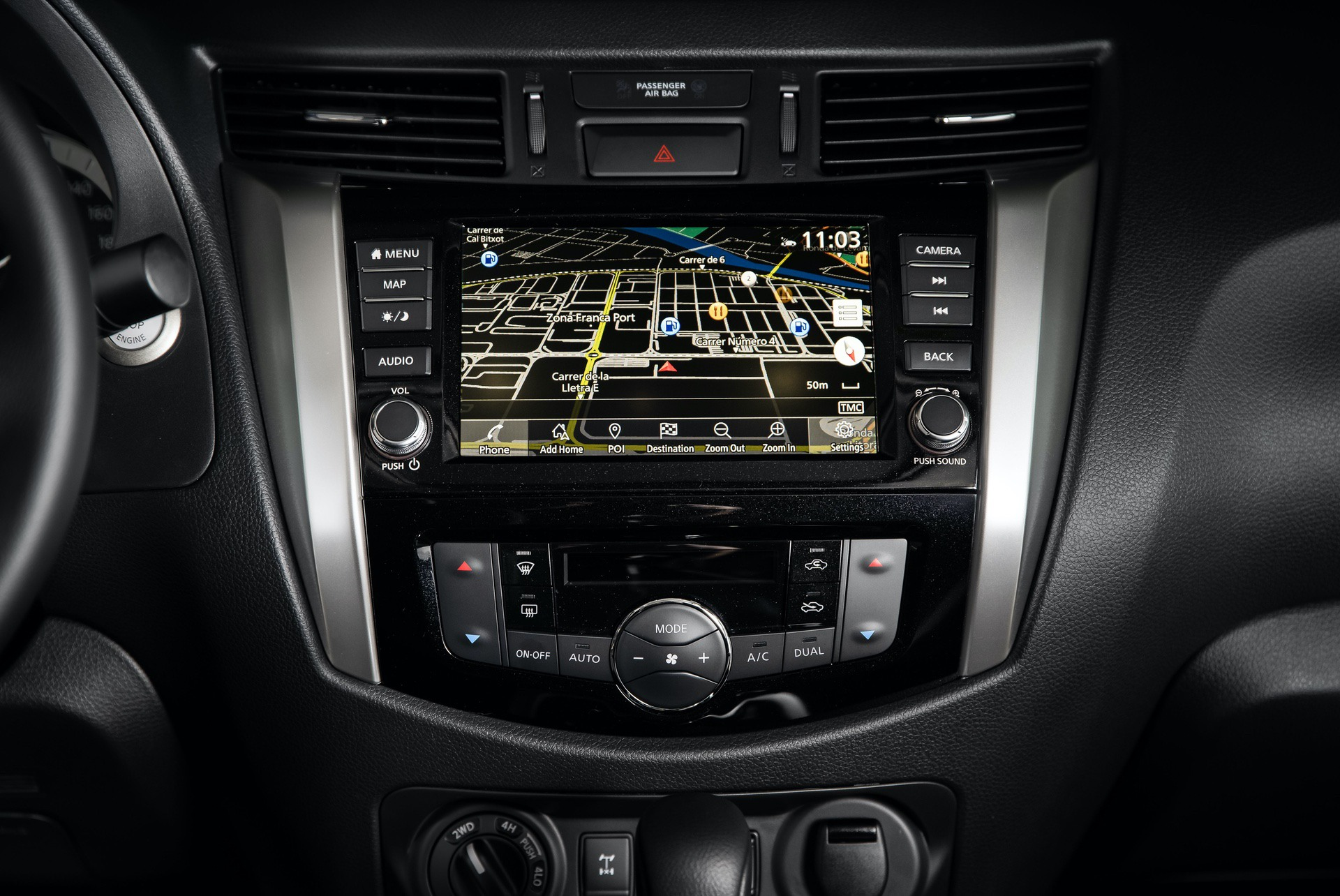 Nissan-Navara-Double-Cab-Interior-4